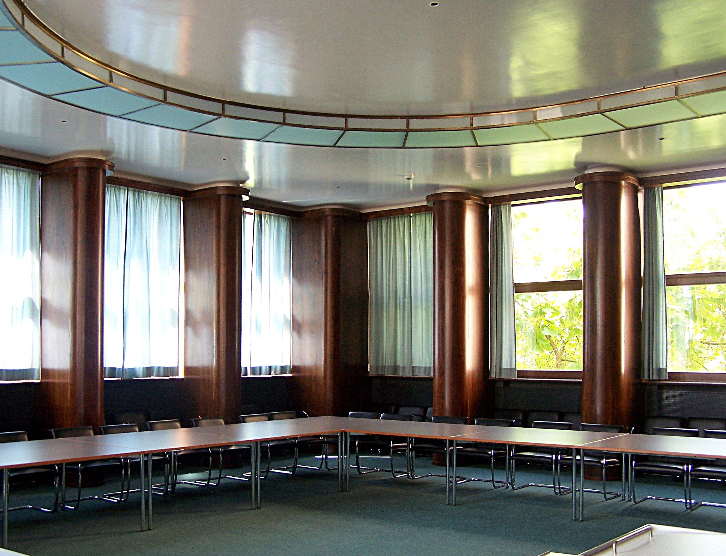 File:Eisenhower-Saal im I.G.-Farben-Haus.jpg - Wikimedia Commons