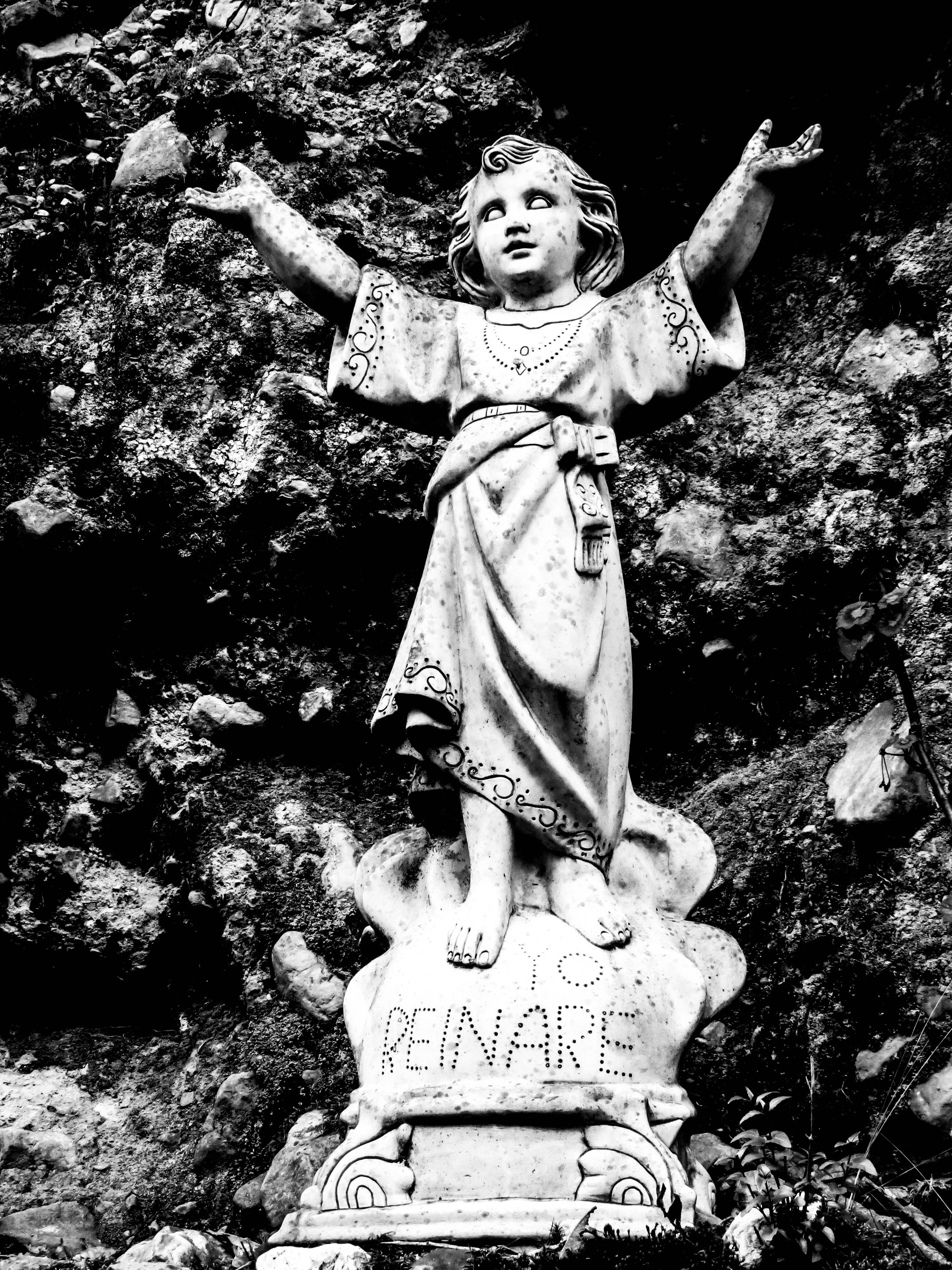 Divino Nino Statue