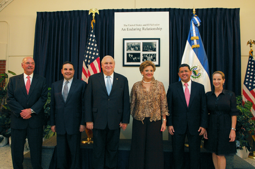 Former Presidents and First Ladies of El Salvador.jpg