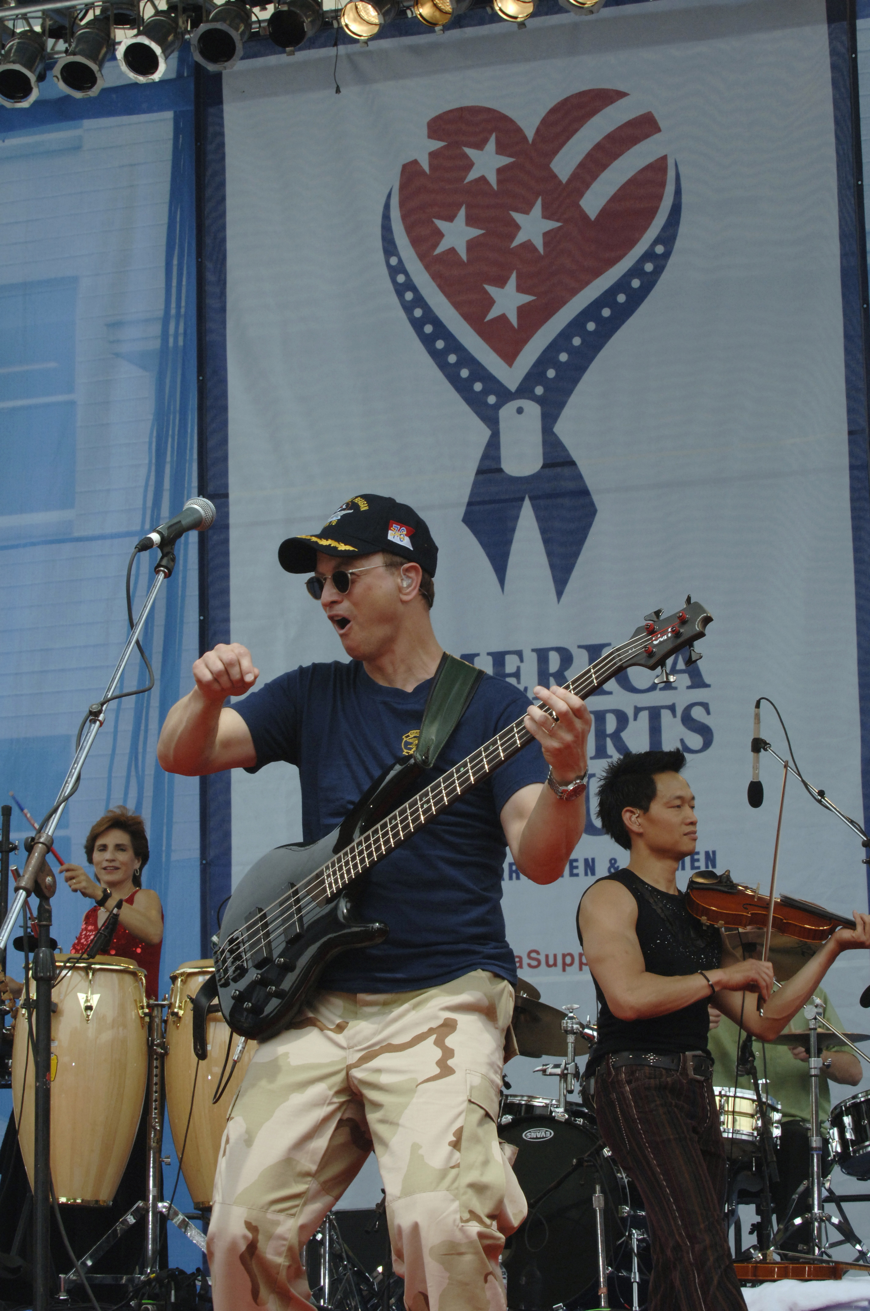 File:Gary Sinise and Lt. Dan Band.jpg