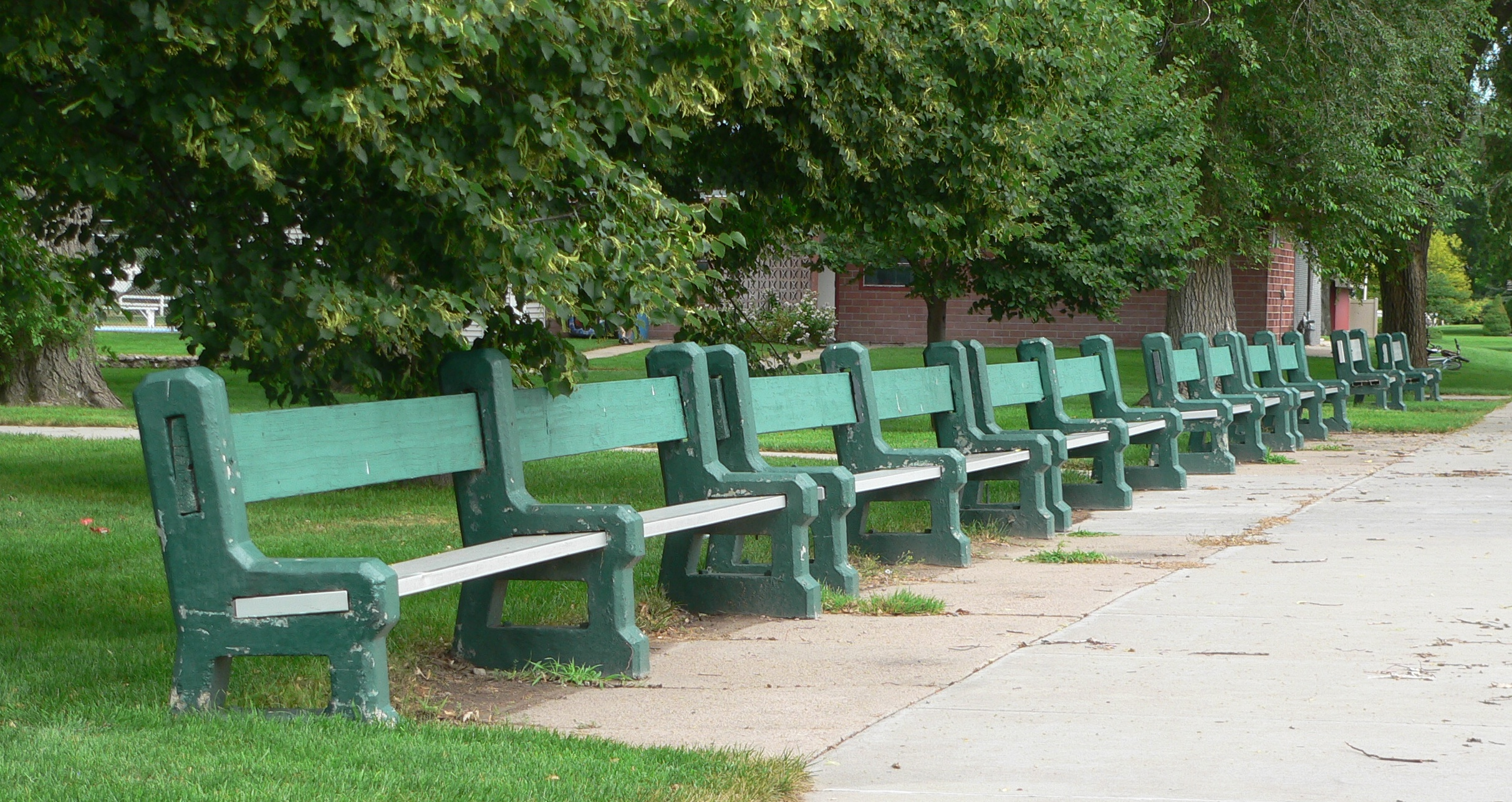 File:Grant, Nebraska city park benches 1.JPG - Wikimedia Commons