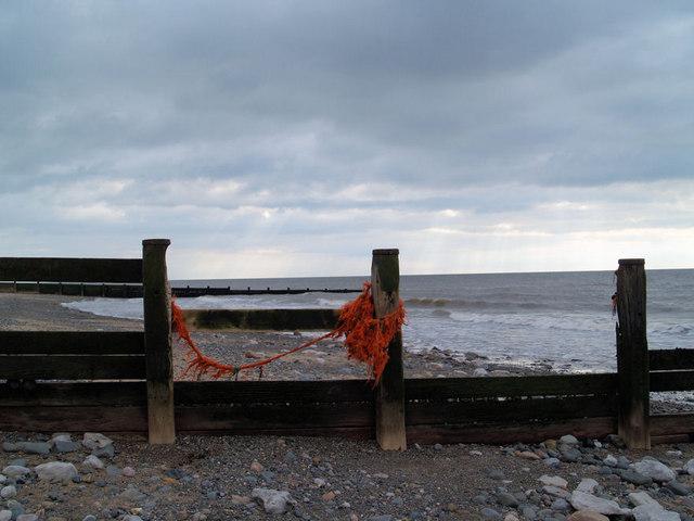 File:Groynes on Fleetwood beach. - geograph.org.uk - 533142.jpg