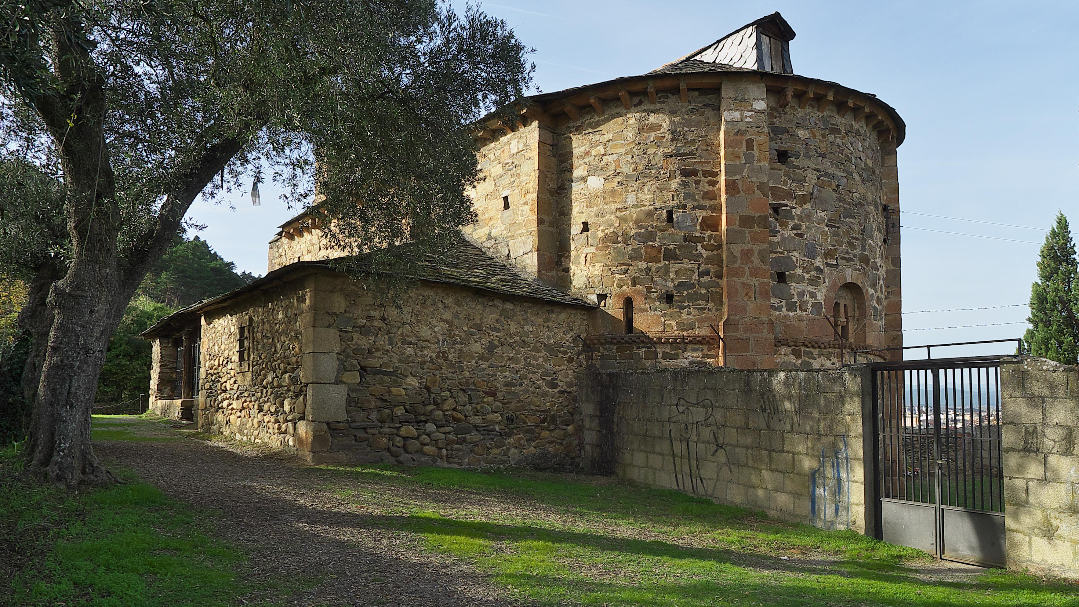 Archivo:Iglesia de Santa María de Vizbayo (Otero, Ponferrada).jpg -  Wikipedia, la enciclopedia libre