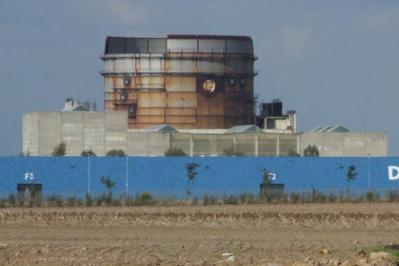 Stendal em 2007: a céu aberto, a estrutura que abrigaria o reator começa a enferrujar.