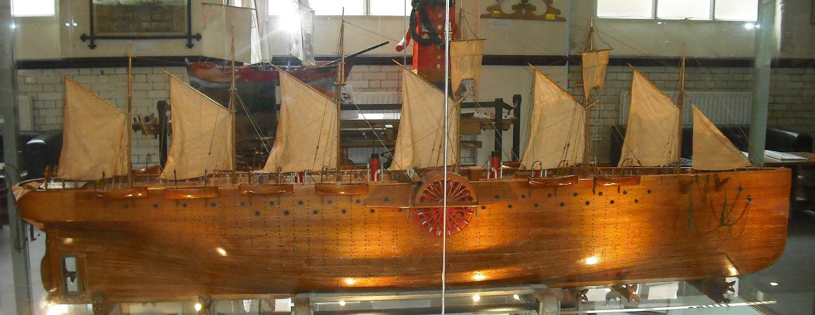 Modelo do SS Great Eastern feito por James Pullen. Atualmente em exposição no museu dedicado a Langdon Down.