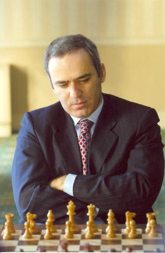 https://upload.wikimedia.org/wikipedia/commons/9/95/Kasparov-27.jpg