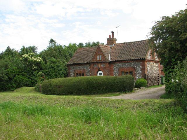 File:Keeper's Cottage, Tuttington Road - geograph.org.uk - 455369.jpg