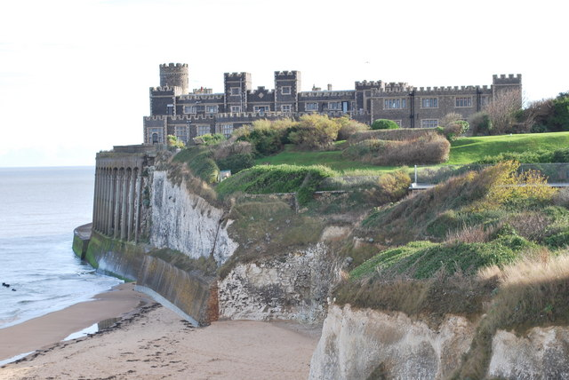 Kingsgate Bay and Castle - geograph.org.uk - 1095283