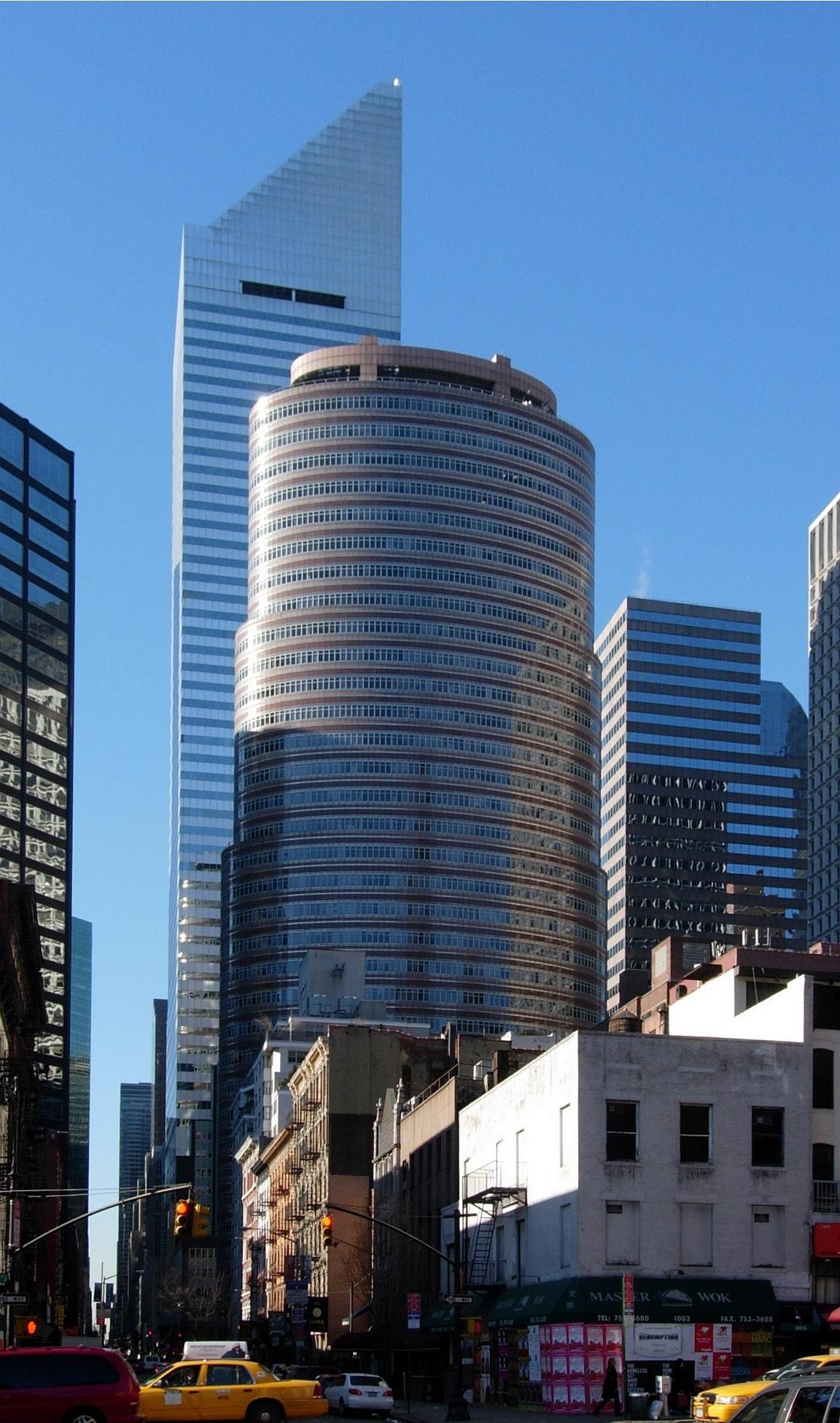 Das 1986 fertiggestellte Lipstick Building von Philip Johnson – im Hintergrund das Citigroup Center