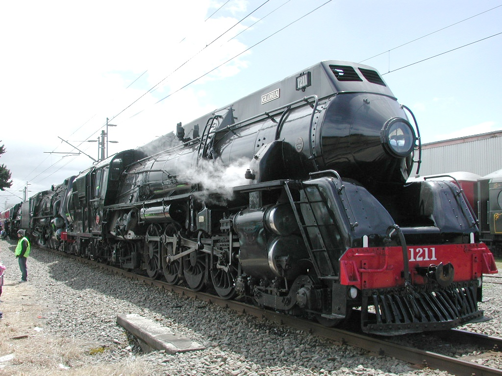 File:Locomotive J 1211 front.jpg - Wikimedia Commons