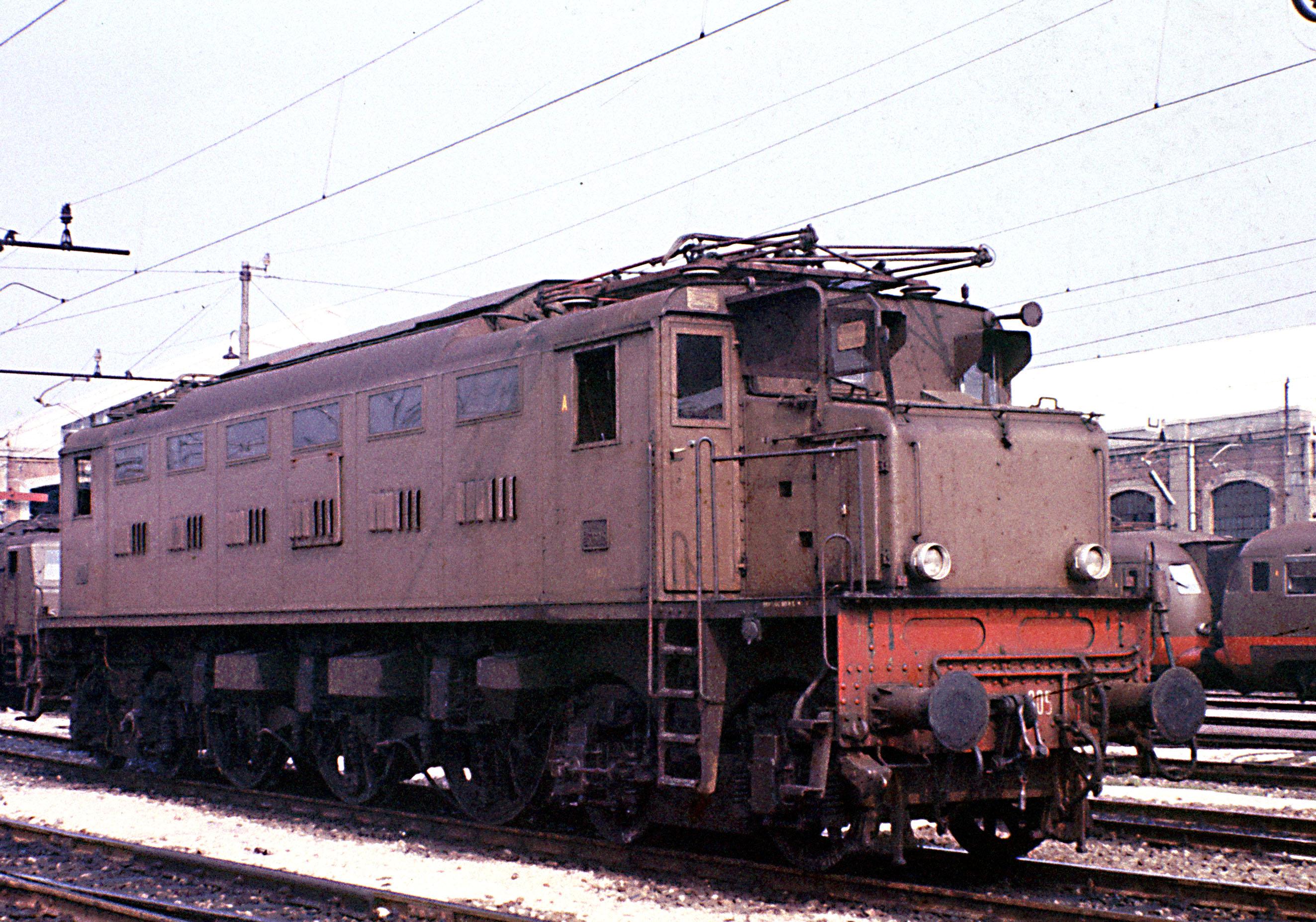 File:Locomotore E326 005.jpg - Wikimedia Commons