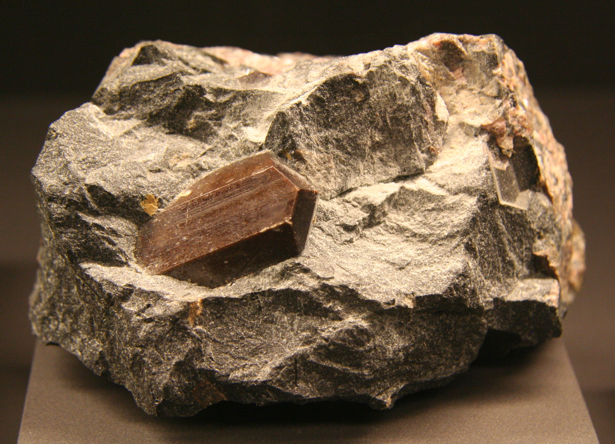 File:Lorenzenit Lovozero Kola-Halbinsel Russland Terra Mineralia.jpg