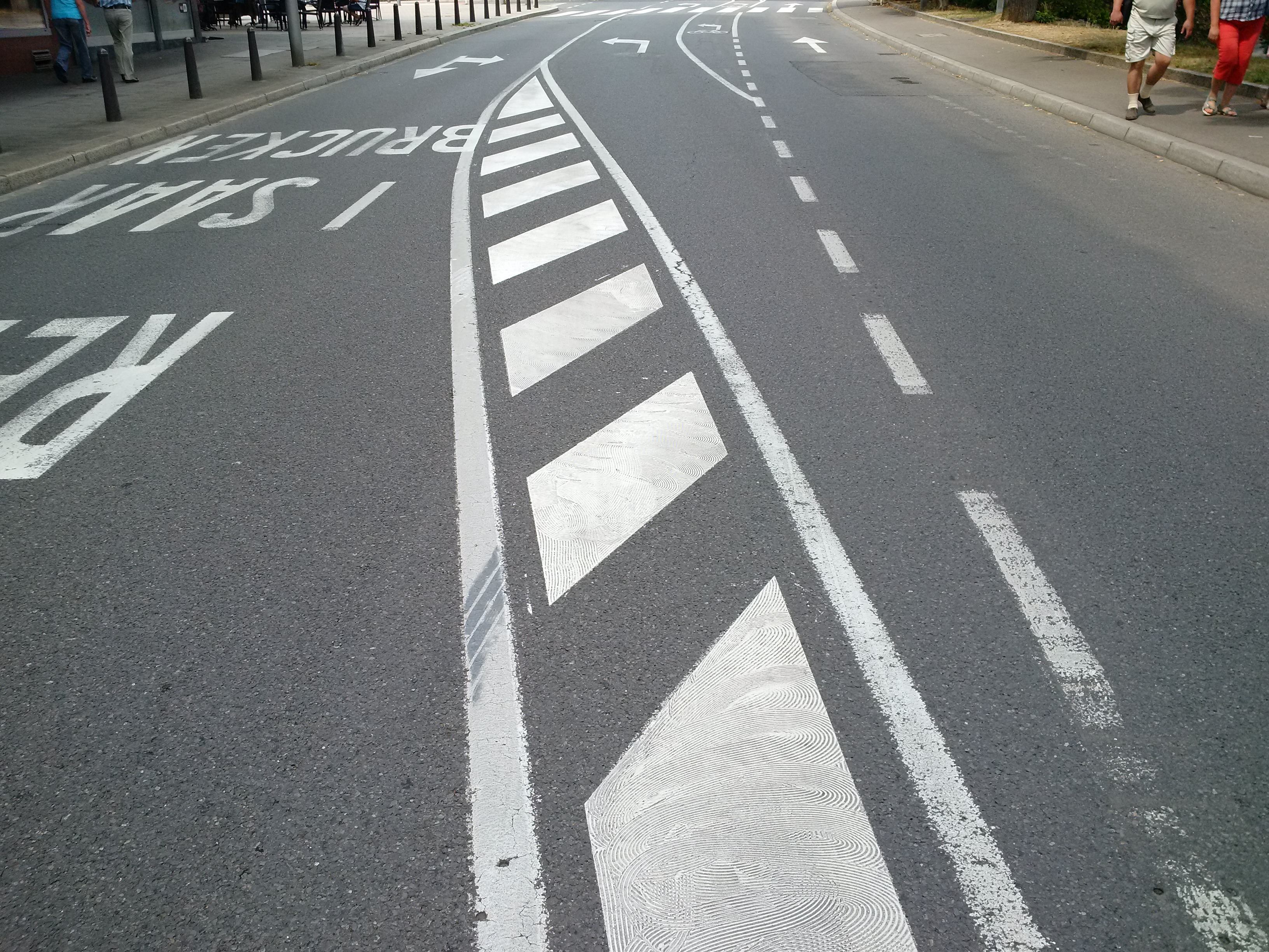 Road Surface Marking Wikipedia