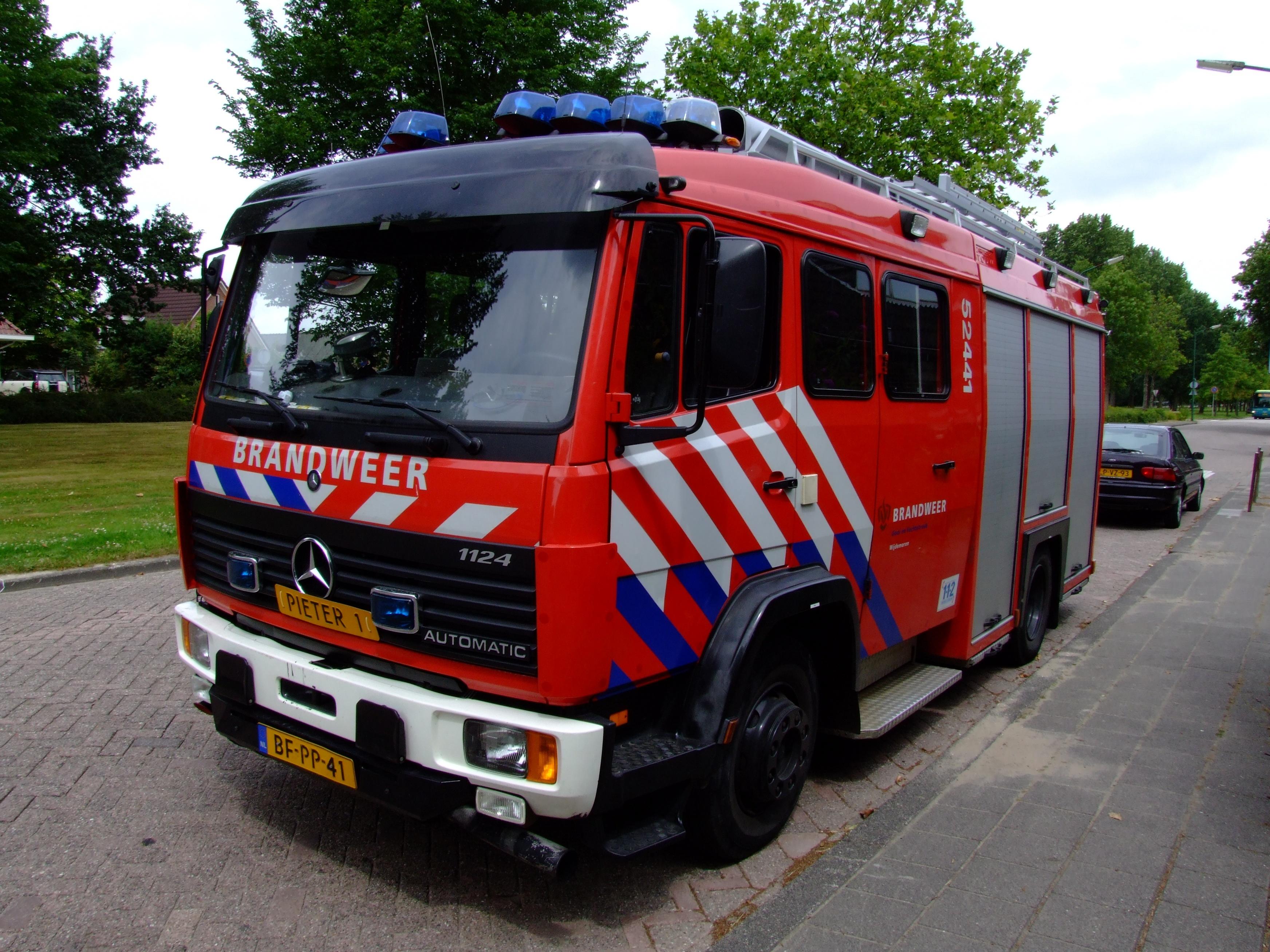 file:mercedes 1124 automatic brandweer 52441 wijdemeren