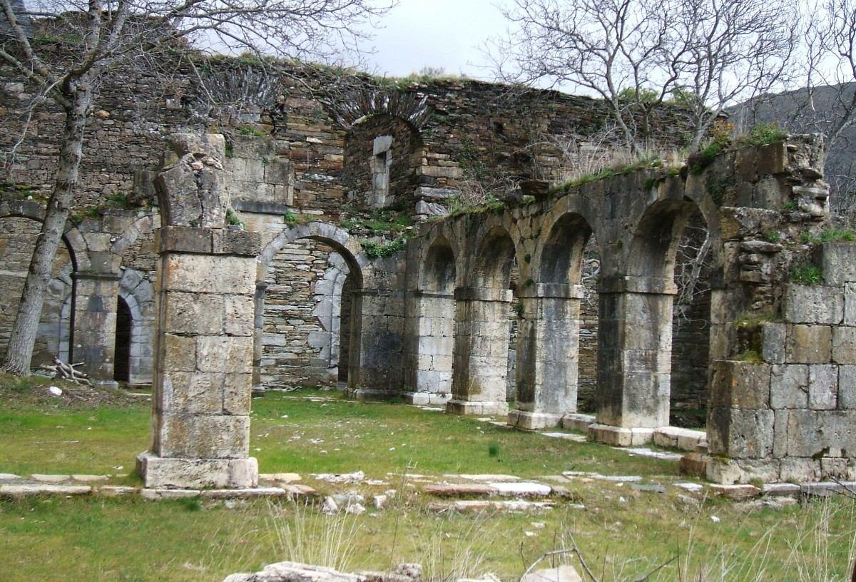 Resultado de imagen de monasterio san pedro montes de valdueza