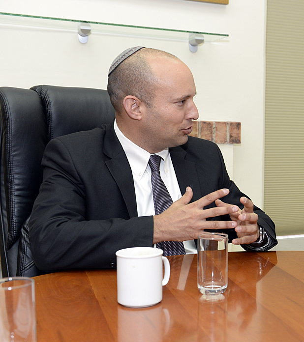 File:Naftali Bennett with Shanna Peeples visit to Israel (20871446488a).jpg  - Wikimedia Commons