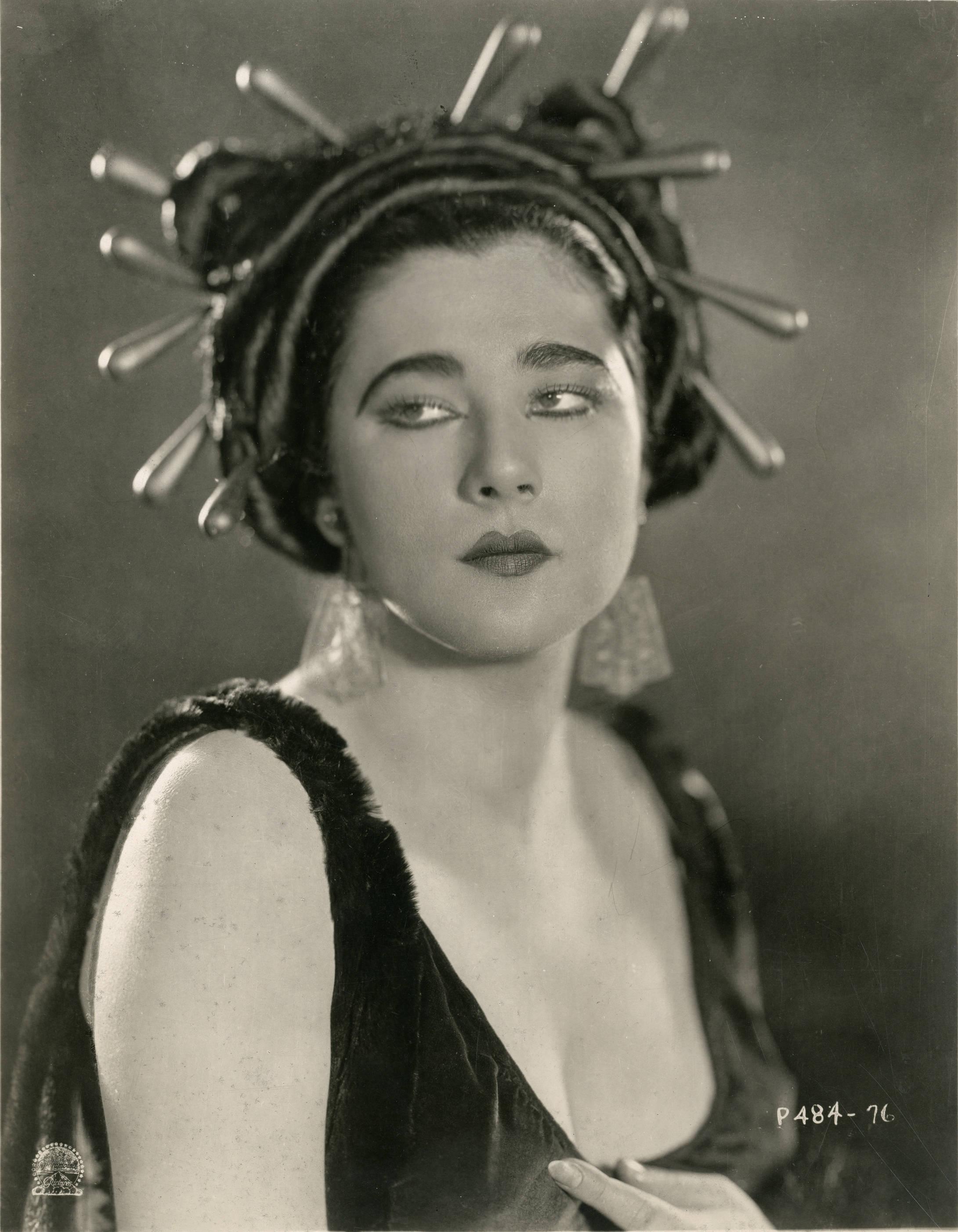 File:Nita Naldi, silent film actress (SAYRE 7723).jpg - Wikimedia Commons