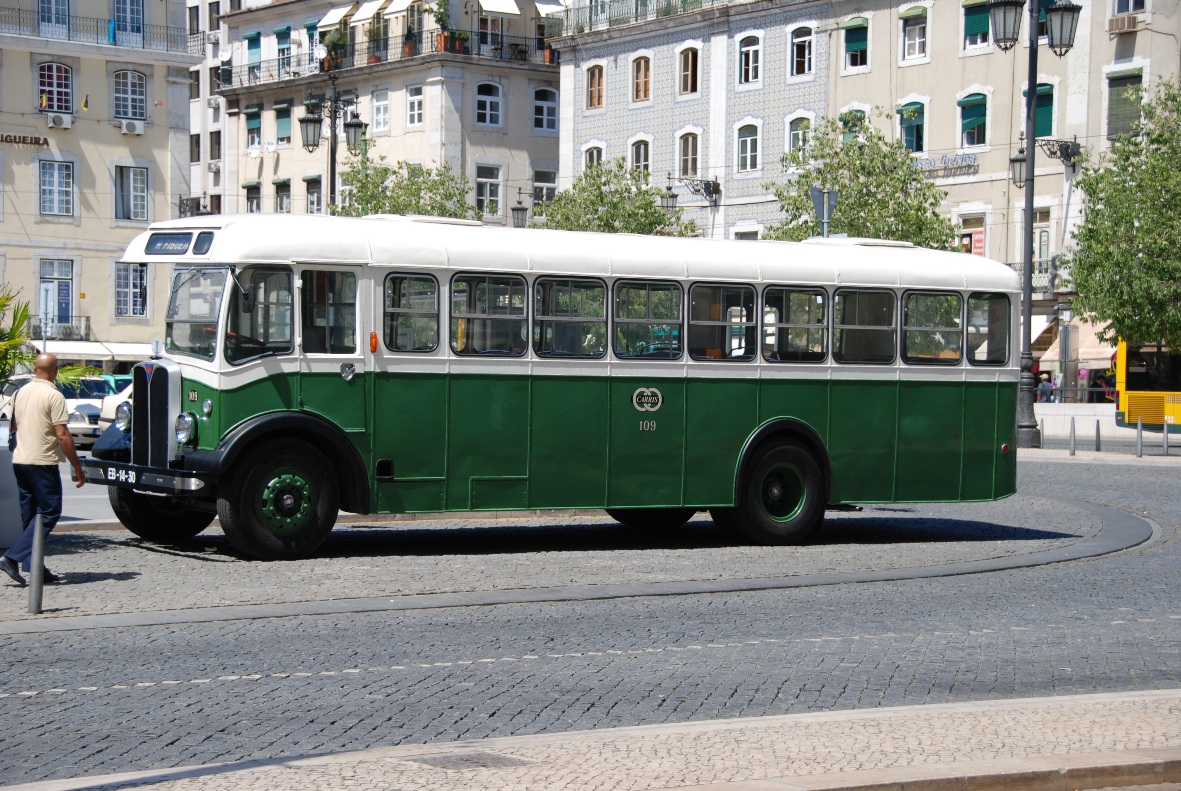 Old Bus 100