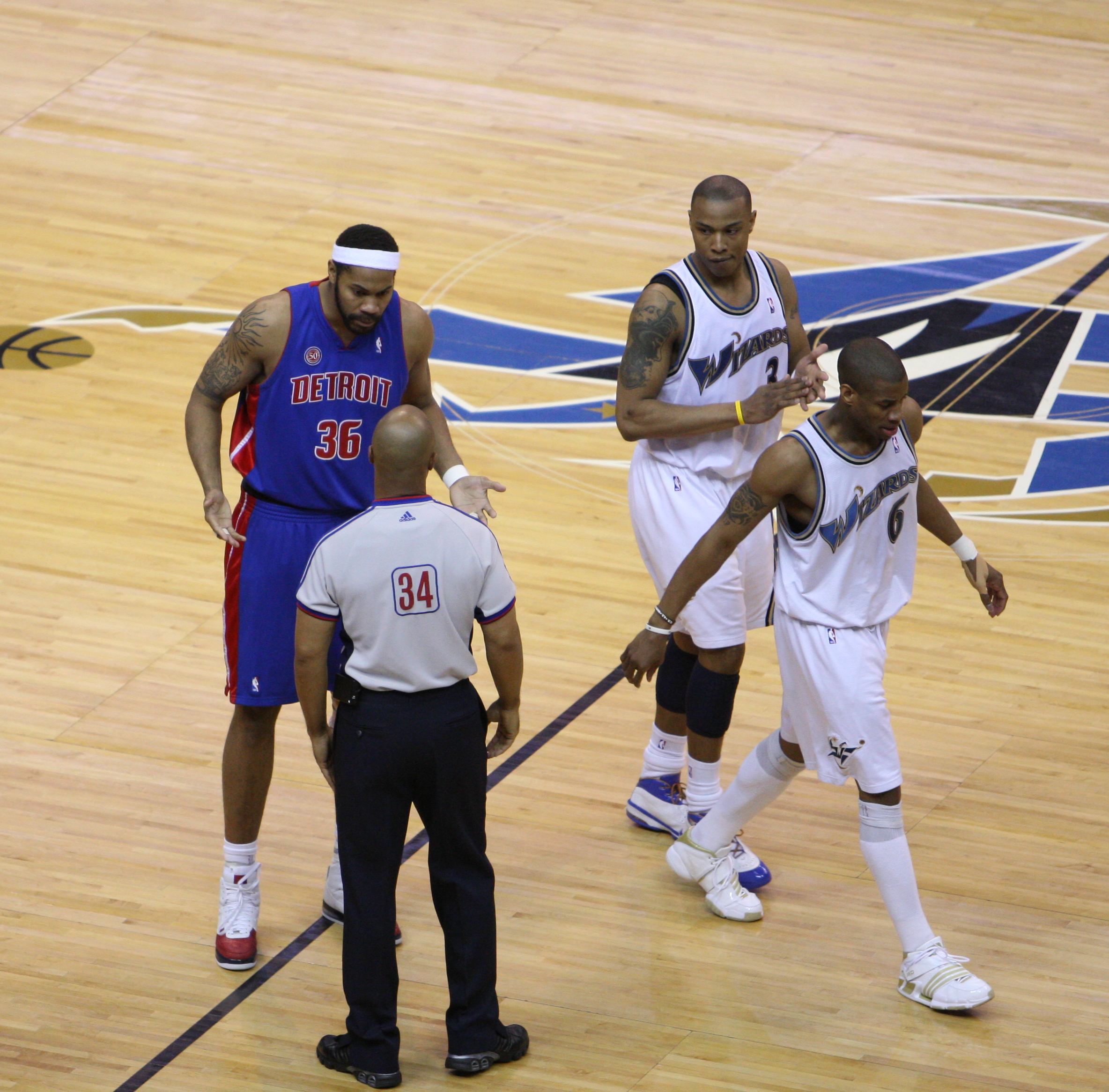 File Rasheed Wallace argues with ref Wikimedia mons