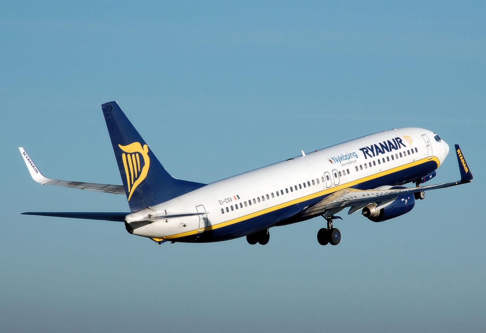 Ryanair_b737-800_nykoping_ei-csv_arp.jpg