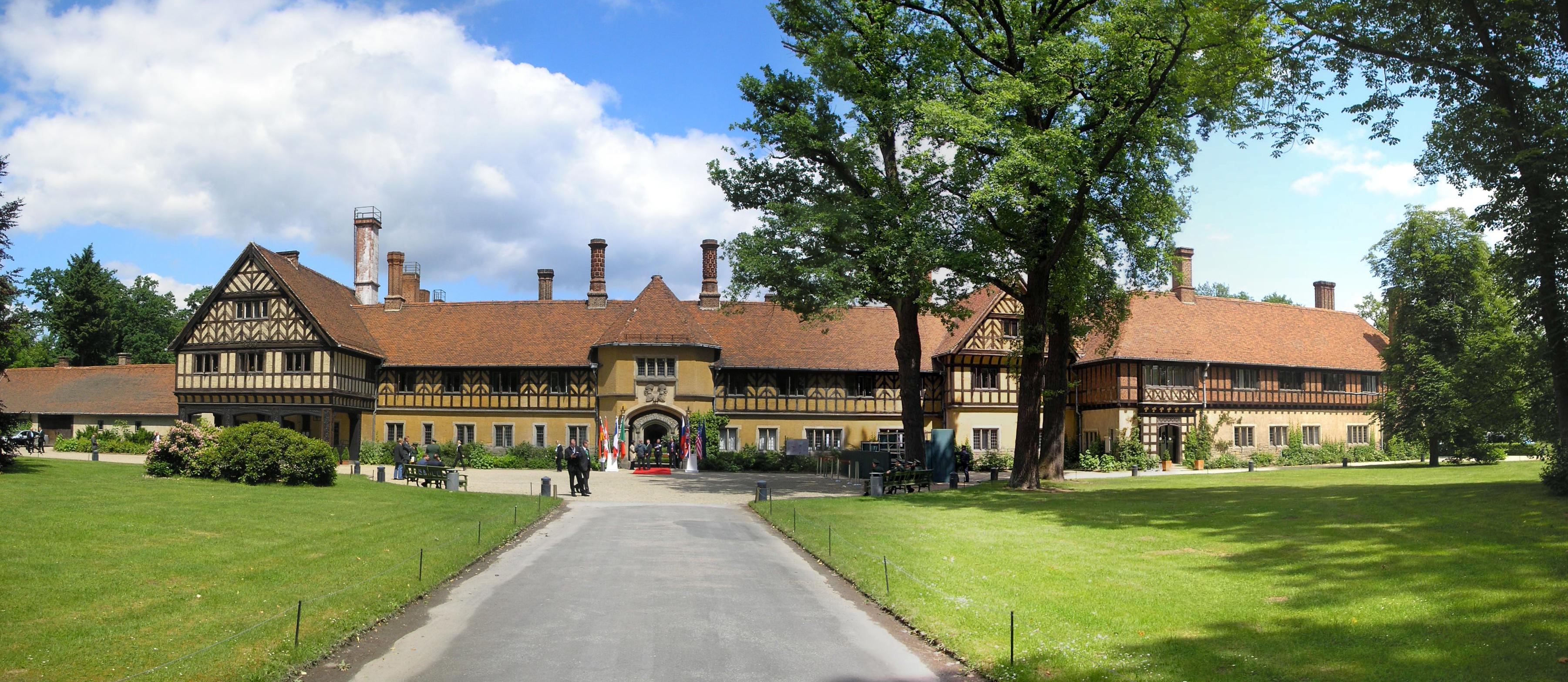 Schloss Cecilienhof (Gut Lanzow)