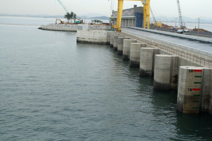 File:Sihwa Lake Tidal Power Station 01.png