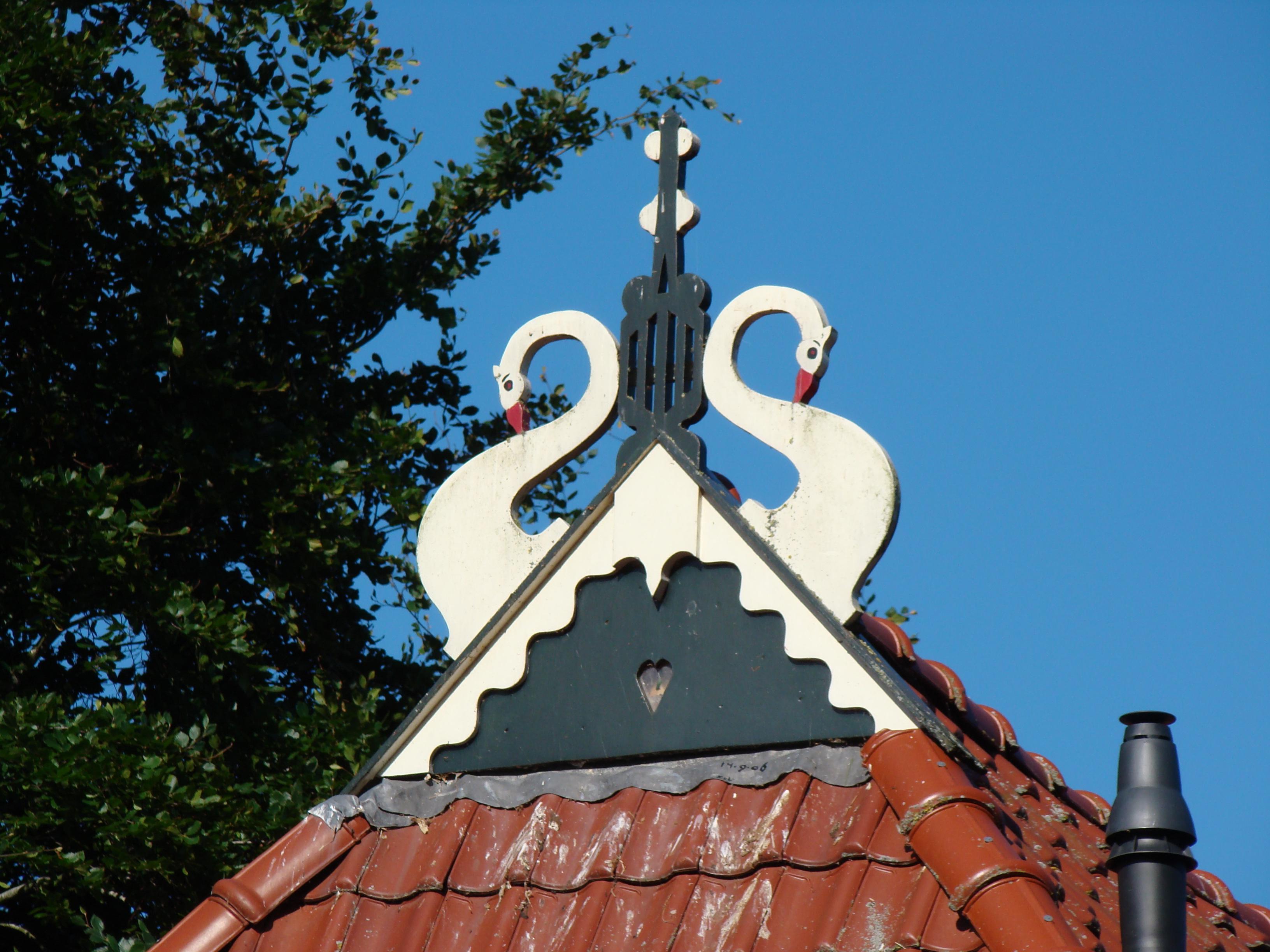 https://upload.wikimedia.org/wikipedia/commons/9/95/Sloten_Friesland_imp_013.JPG