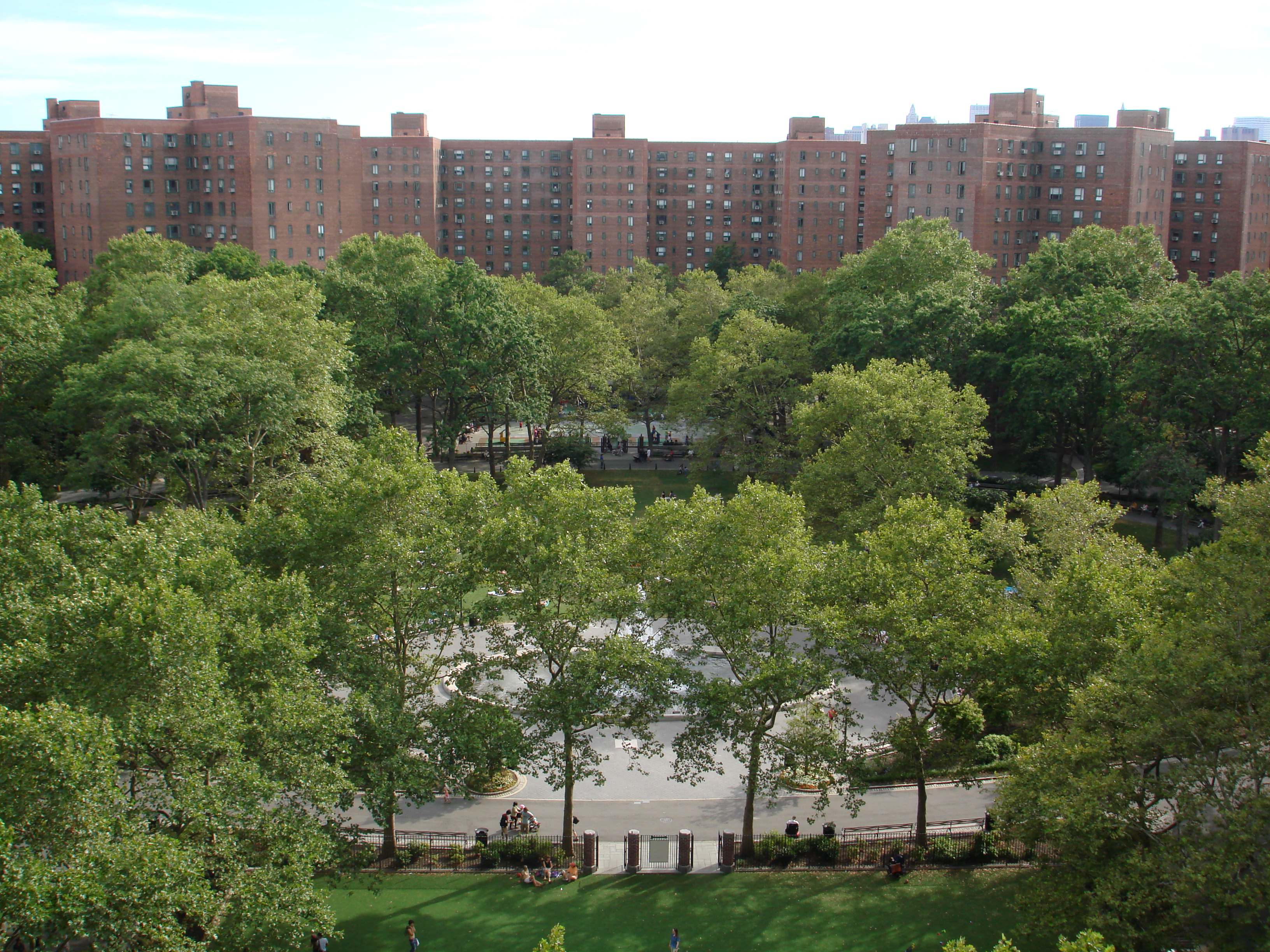 File stuyvesant town oval jpg wikimedia commons for Stuyvesant town nyc