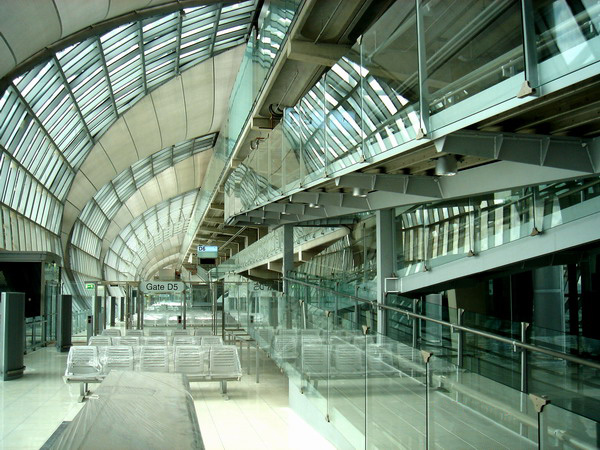 File:Suvarnabhumi Airport inside.jpg - Wikipedia