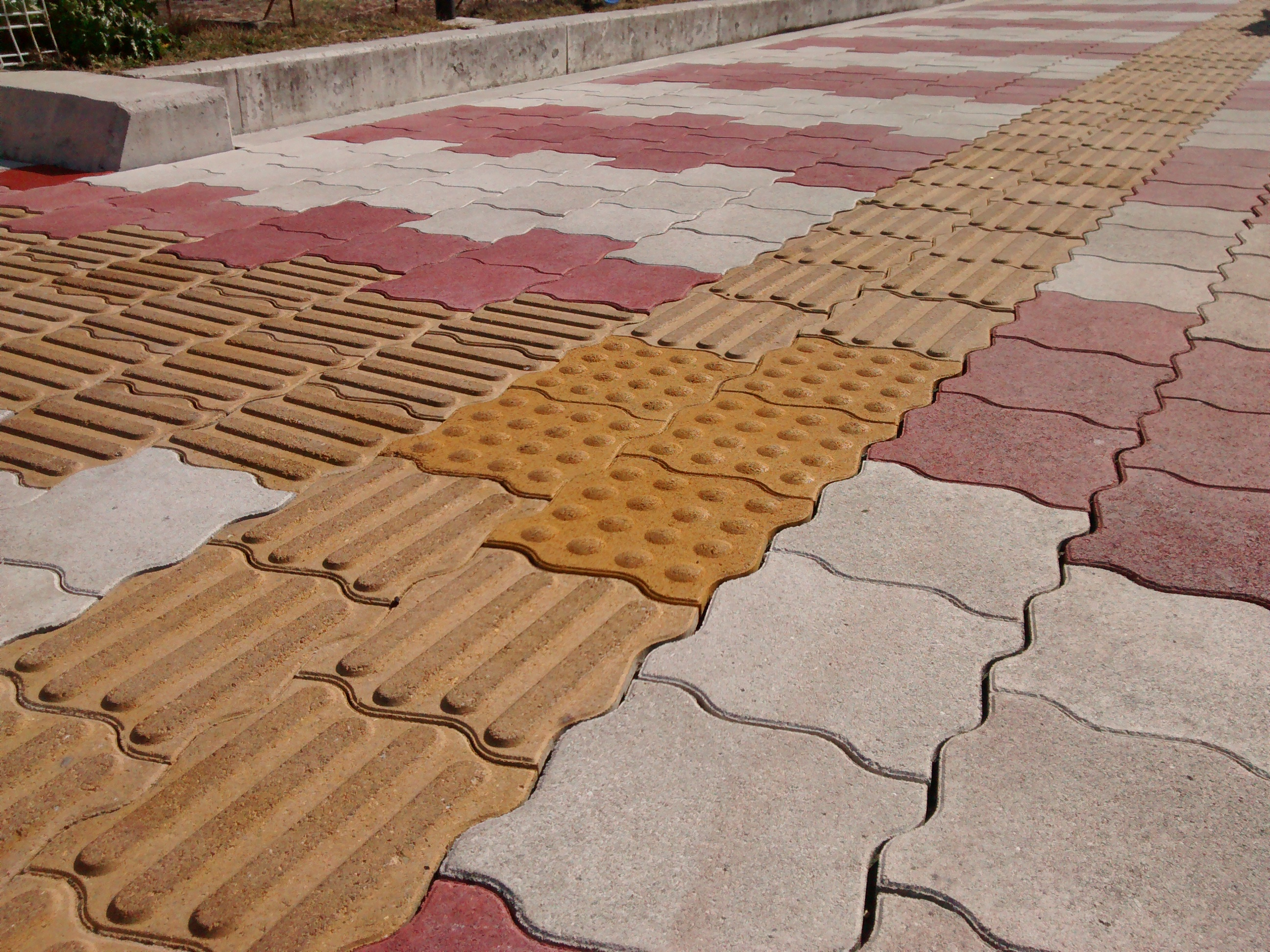 File Tactile Pavers Japan Yellow Jpg Wikimedia Commons