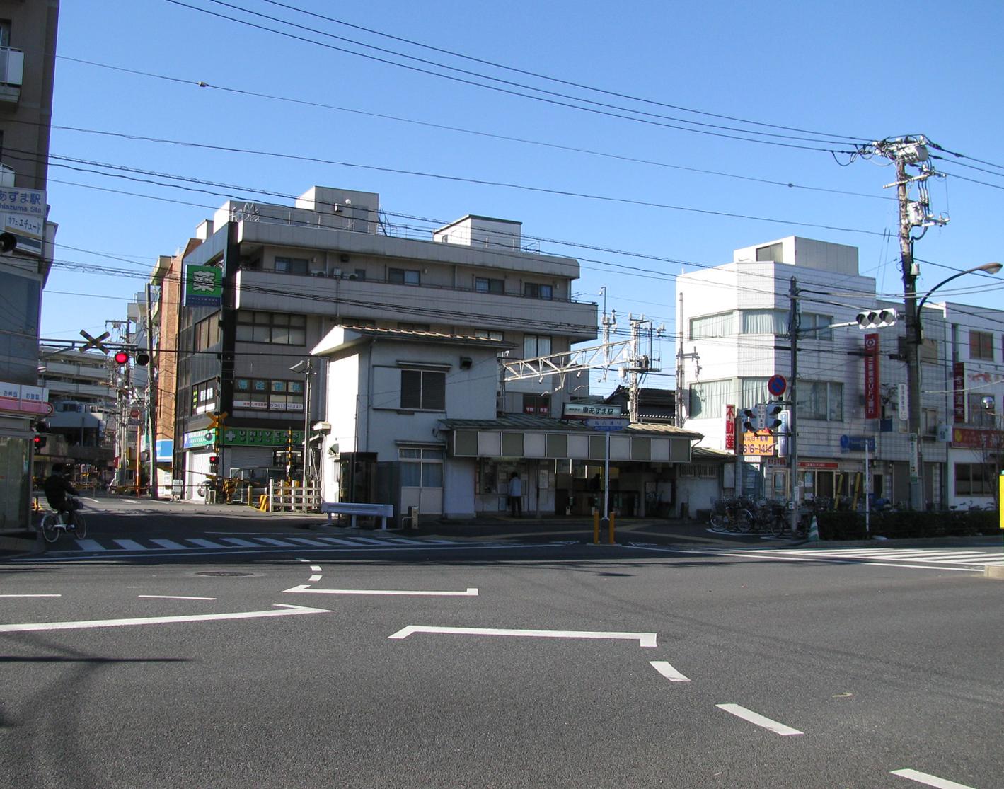 https://upload.wikimedia.org/wikipedia/commons/9/95/Tobu_Higashiazuma_sta_001.jpg