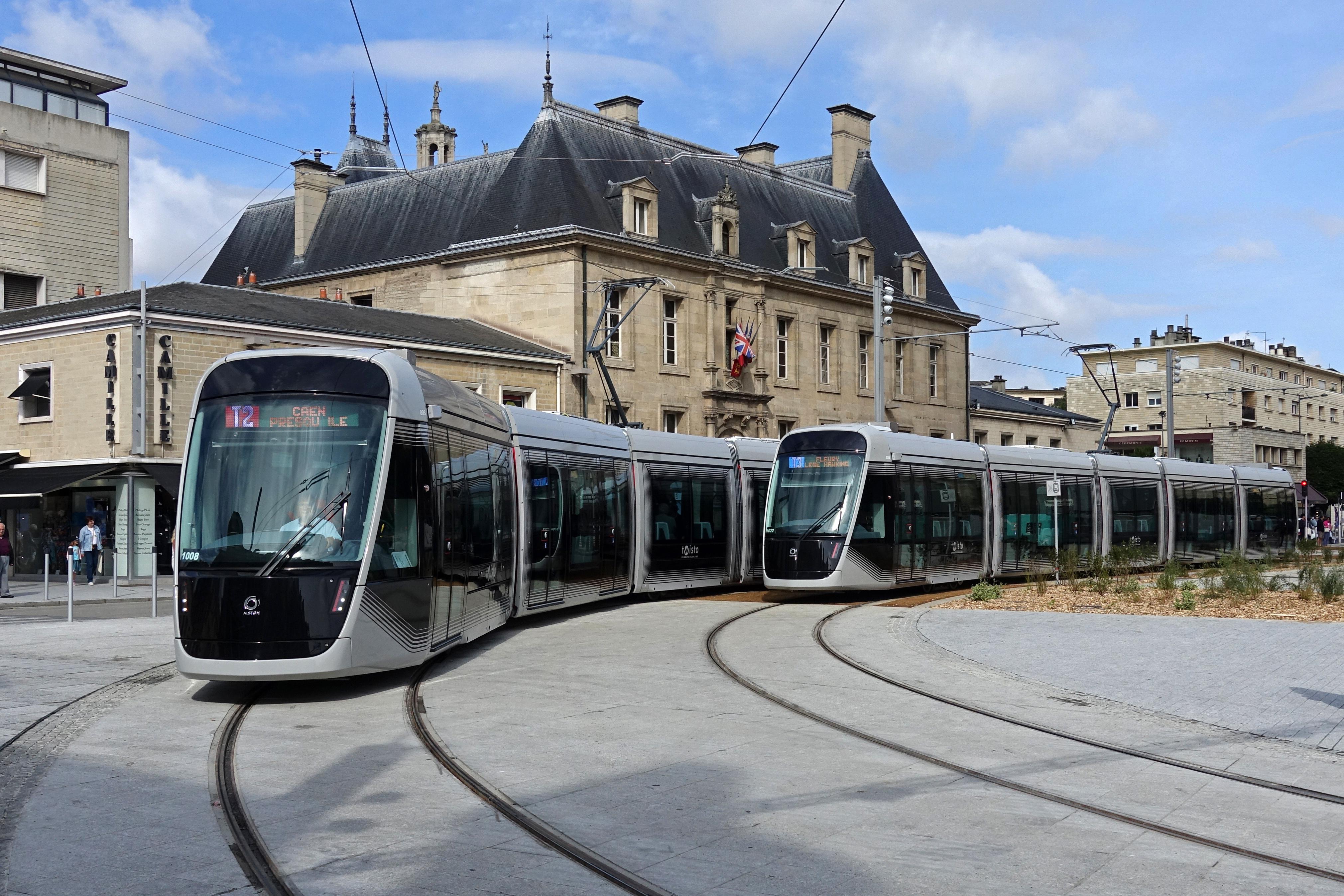Longtemps banni des centres-villes, le tram revient en force partout en France ! Par Vincent Pons Tramway_Caen_1008_et_1022
