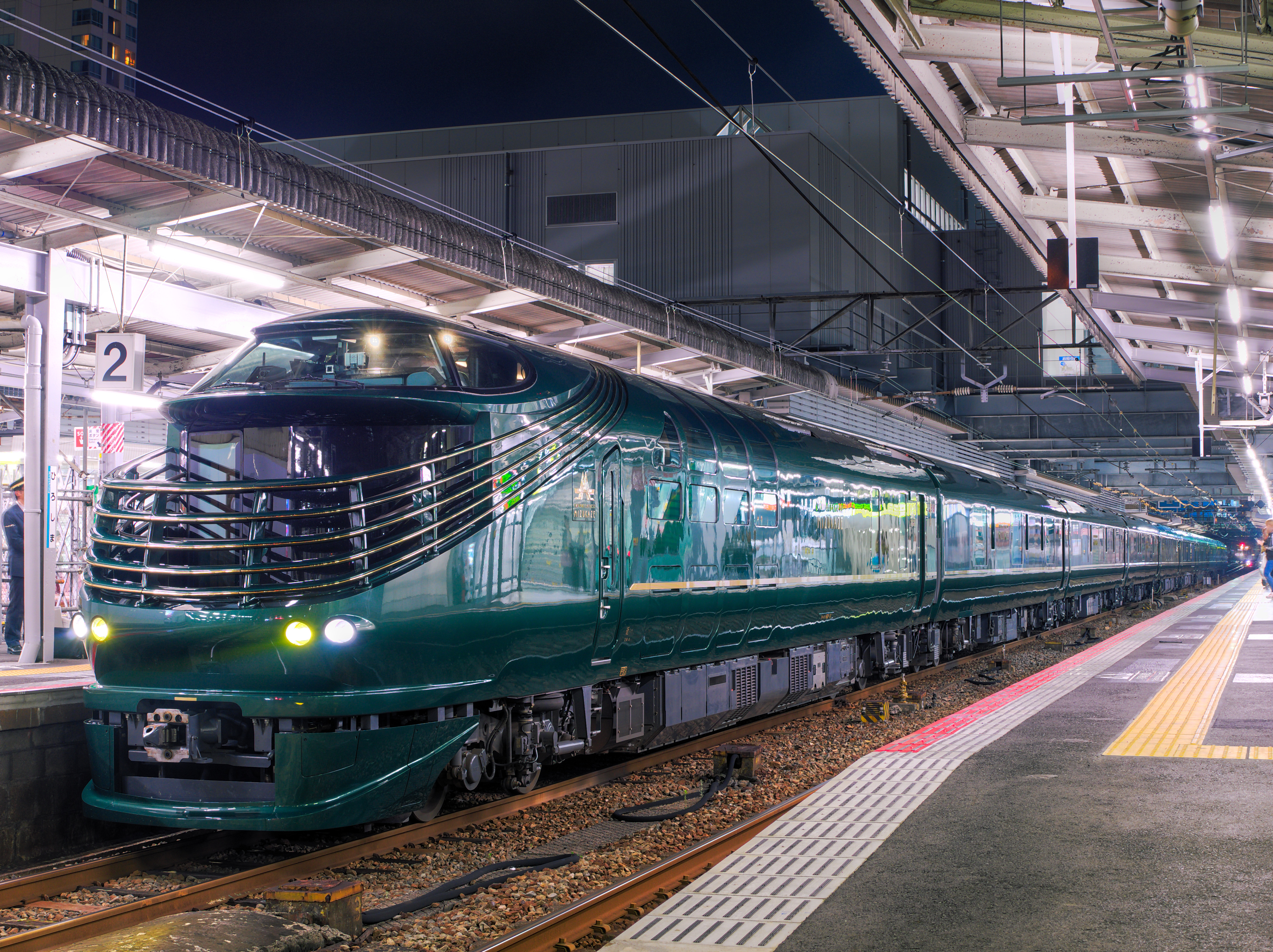 広島駅に停車中の87系気動車(2017年7月12日)