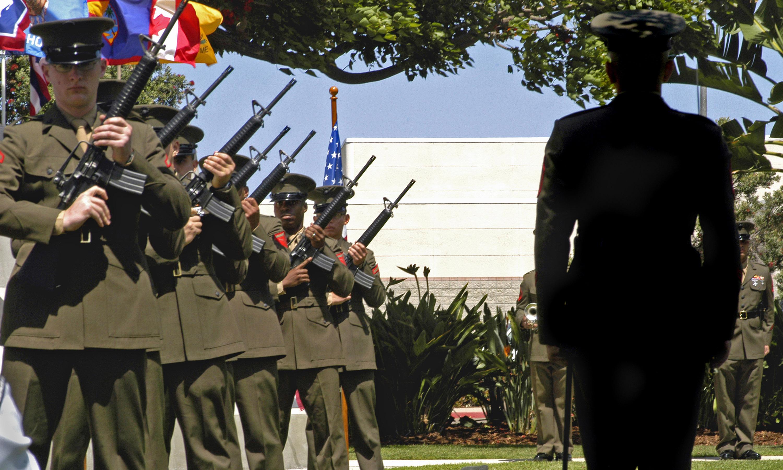 File:US Navy 070505-N-5831F-054 A Marine honor guard ...