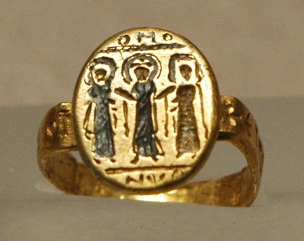 Wedding ring, Byzantium, 7th c. AD, nielloed gold, Louvre