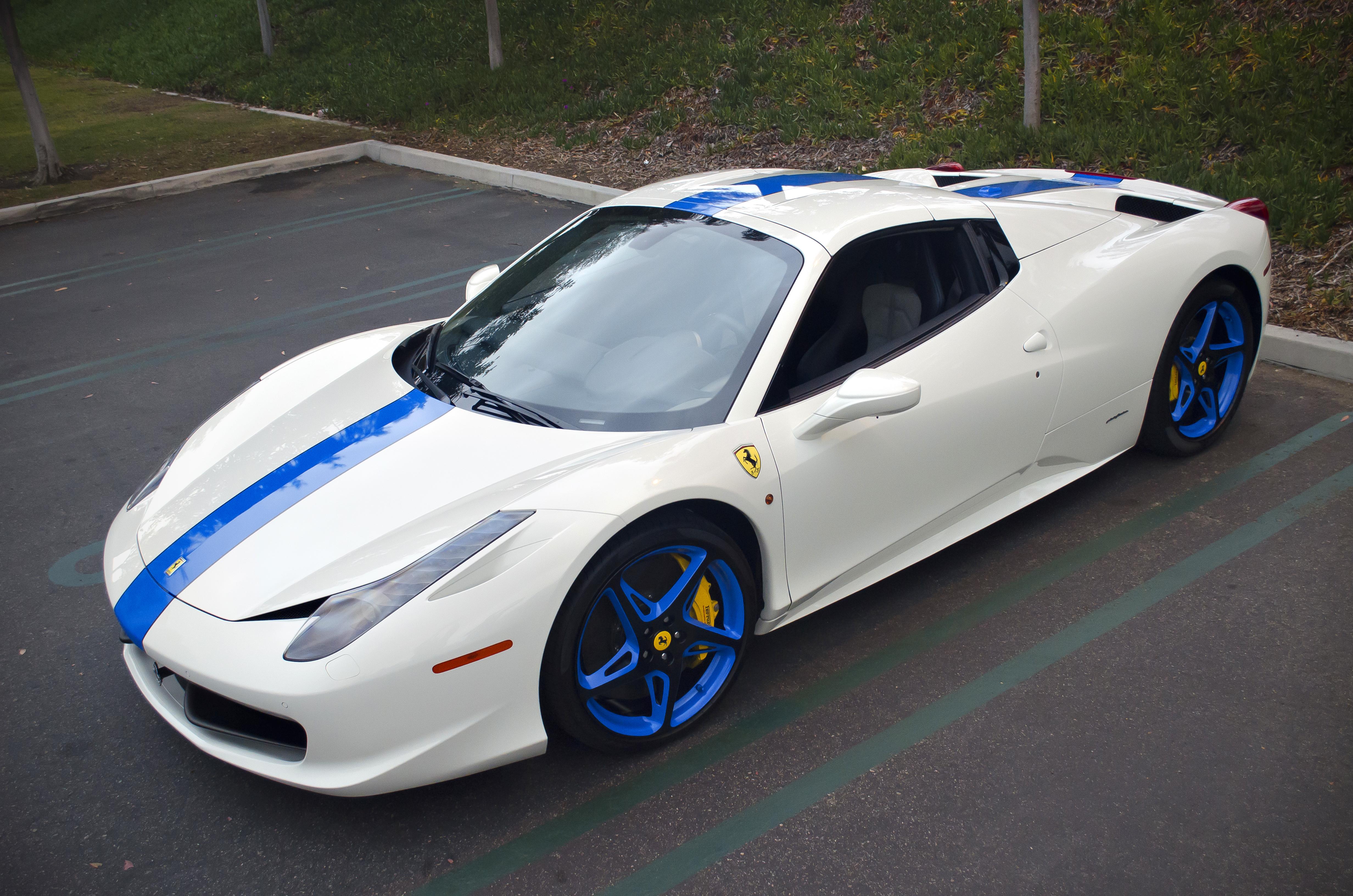 File:White-Blue Ferrari 458 Italia Spider (8632594166).jpg