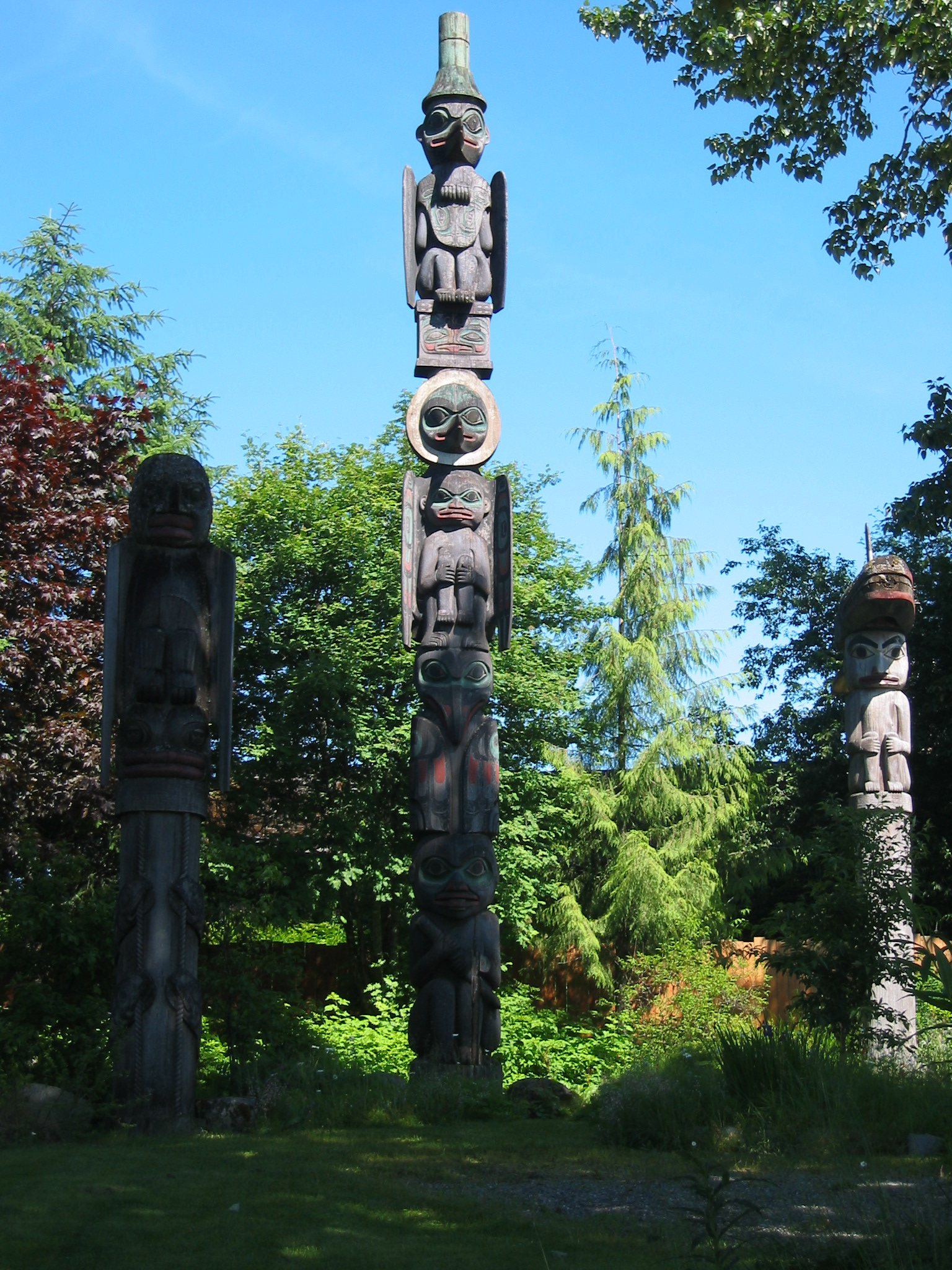 Description Wrangell totem poles.JPG