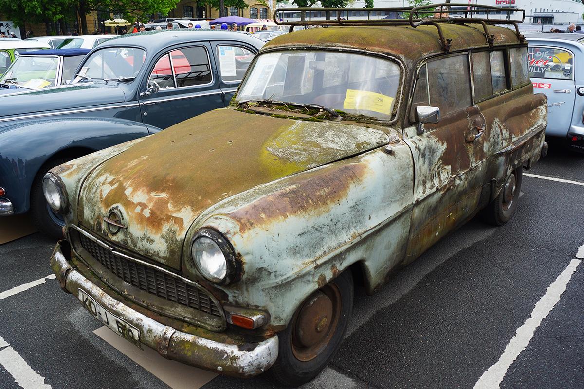 1956_Opel_Olympia_Rekord_Caravan.jpg