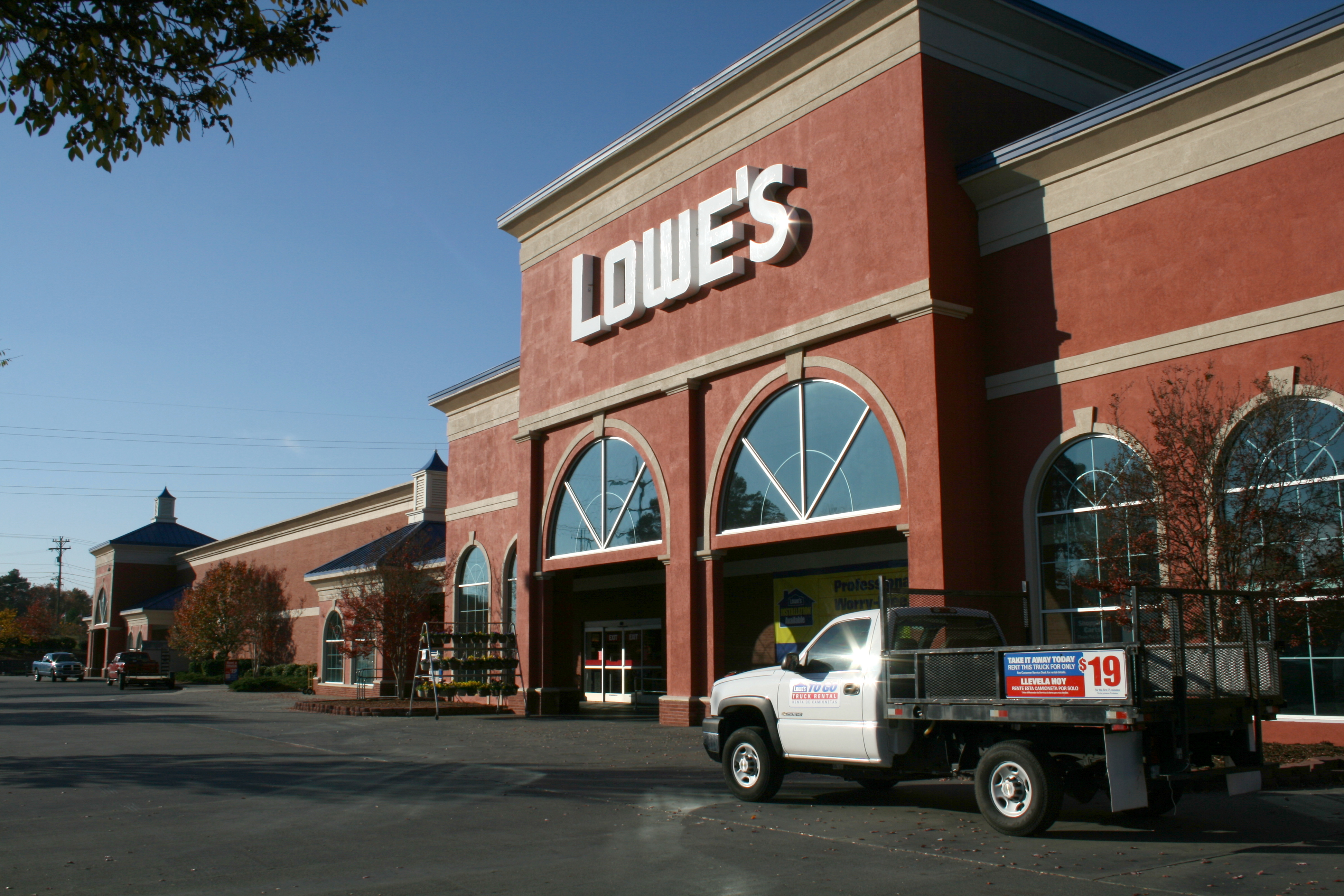 File:2008-11-10 Lowes Home Improvement Warehouse in Chapel Hill.jpg ...