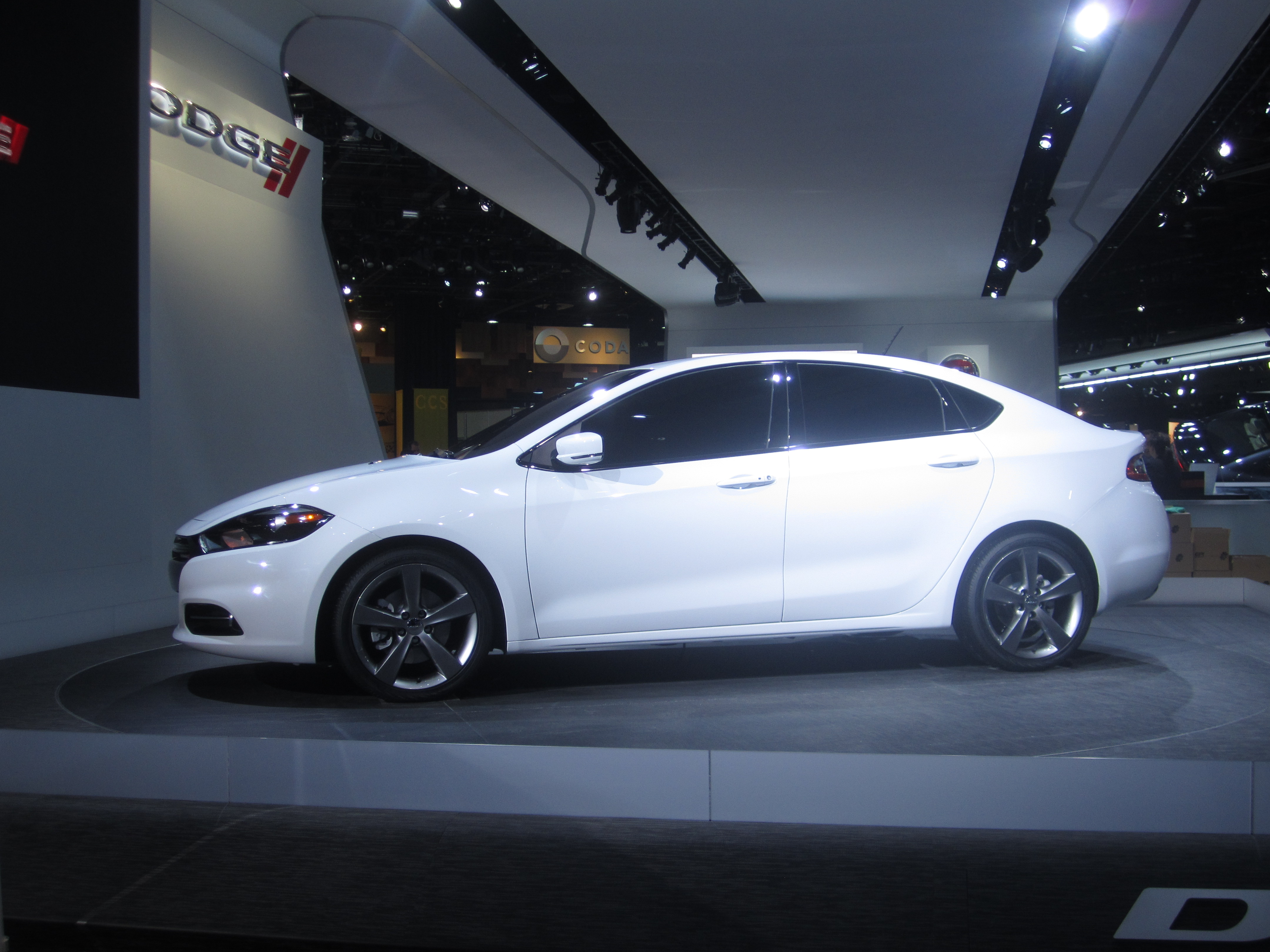 File:2013 Dodge Dart RT based on Alfa Romeo Giulietta.jpg ...