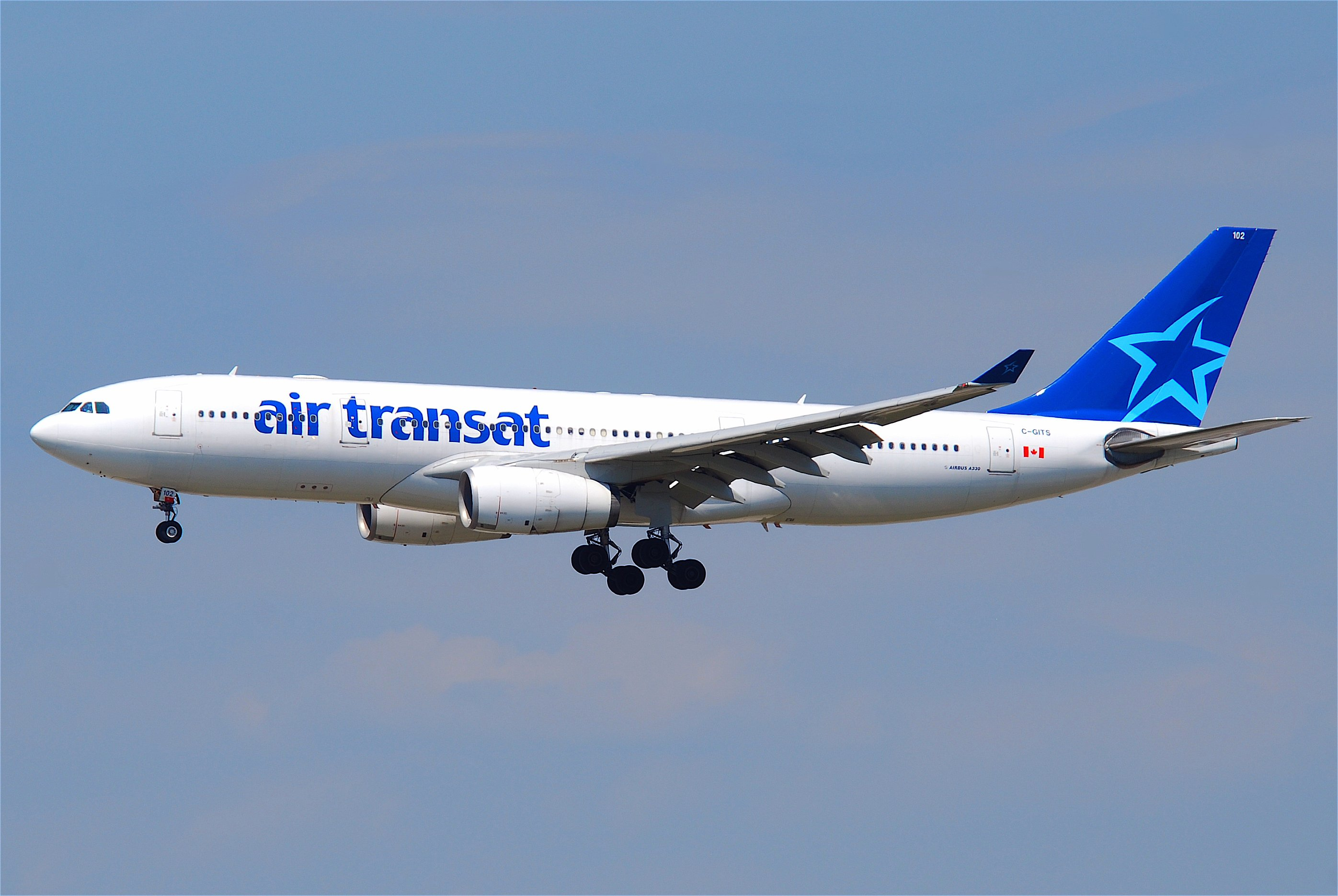 file air transat airbus a330 200 c gits fra 16 07 2011 609gz 6190023937 jpg wikimedia commons