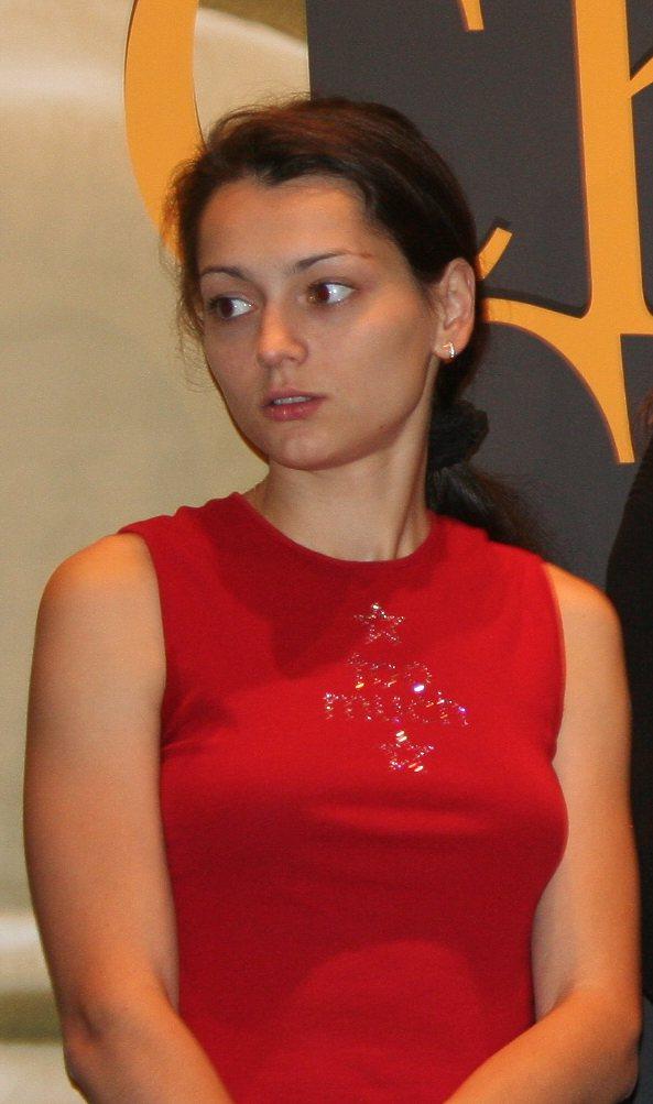 http://upload.wikimedia.org/wikipedia/commons/9/96/Alexandra_Kosteniuk_grandmaster.jpg