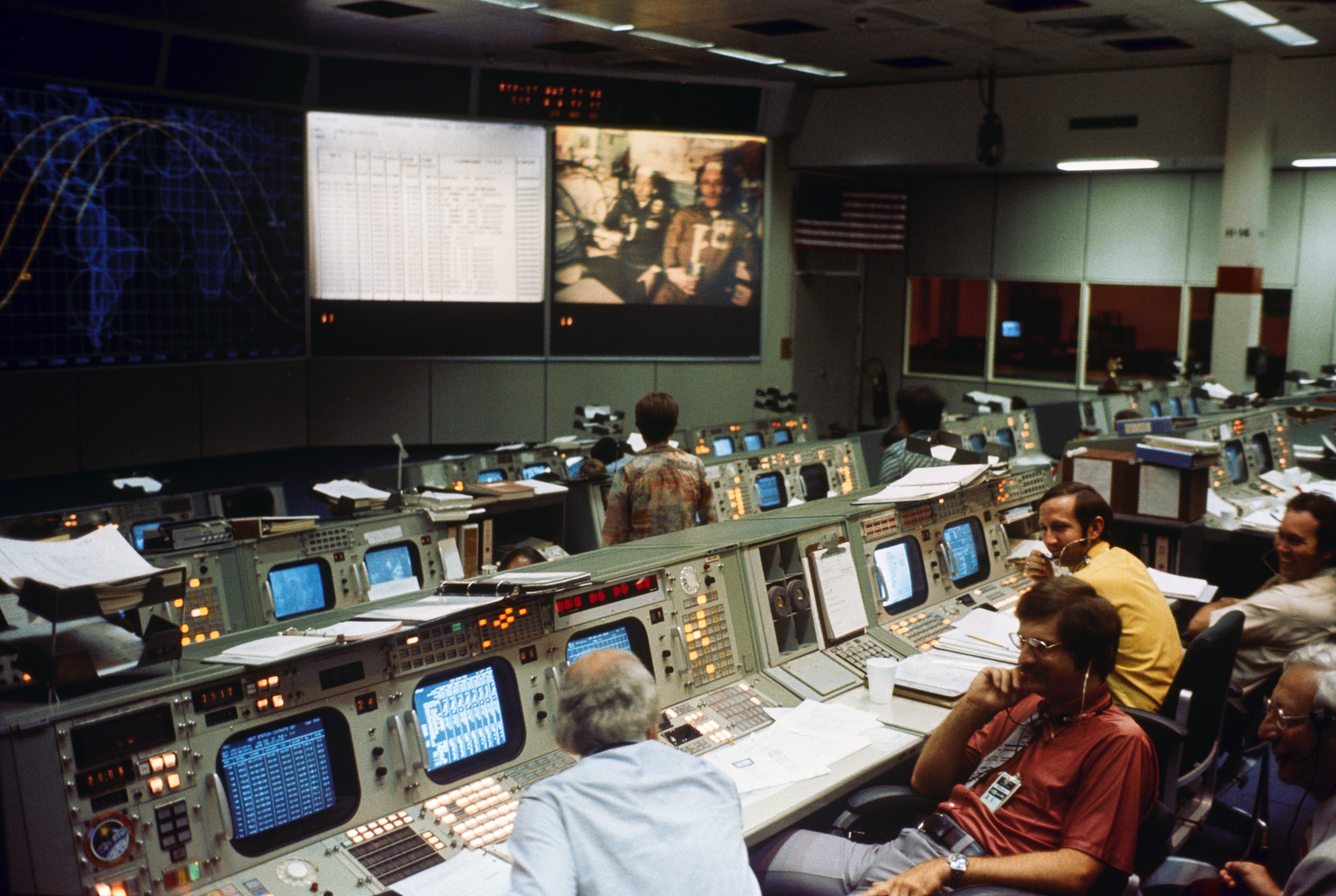 File:Apollo Soyuz Test Project Mission Control.jpg ...