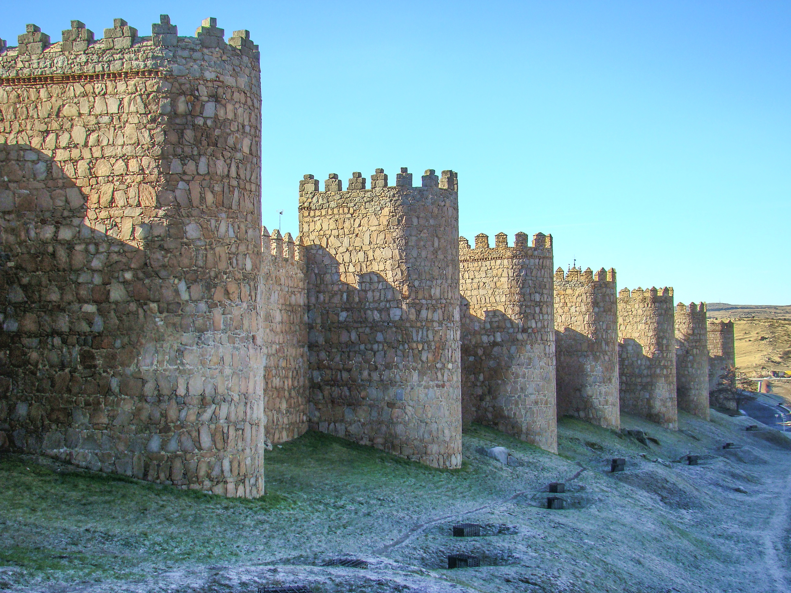 File:Avila murallas romanicas 01 ni.JPG