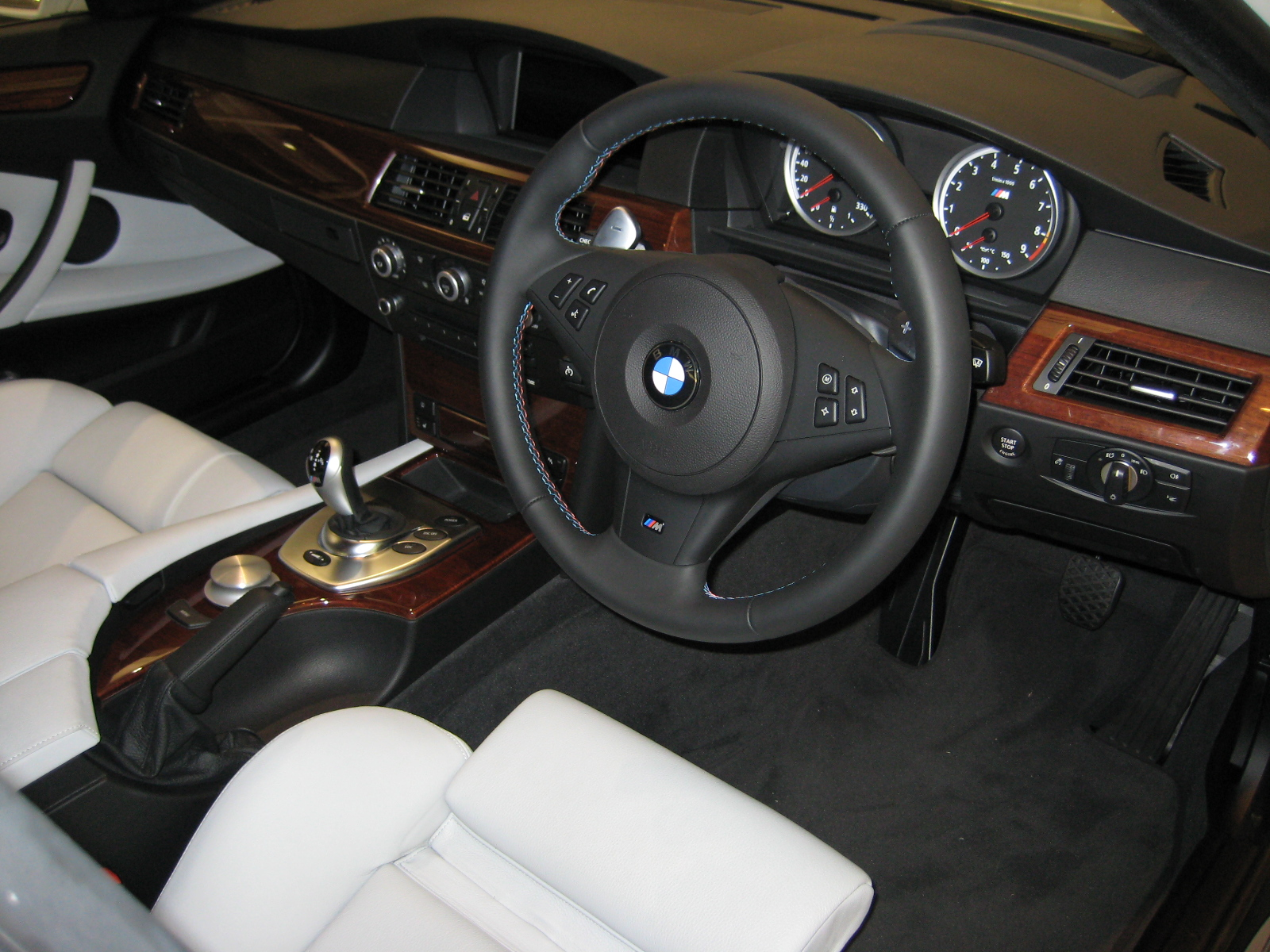 file bmw e60 m5 interior jpg wikimedia commons