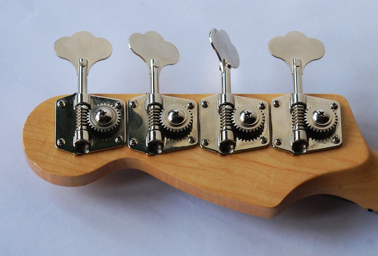 File:Bass guitar headstock.jpg - Wikimedia Commons