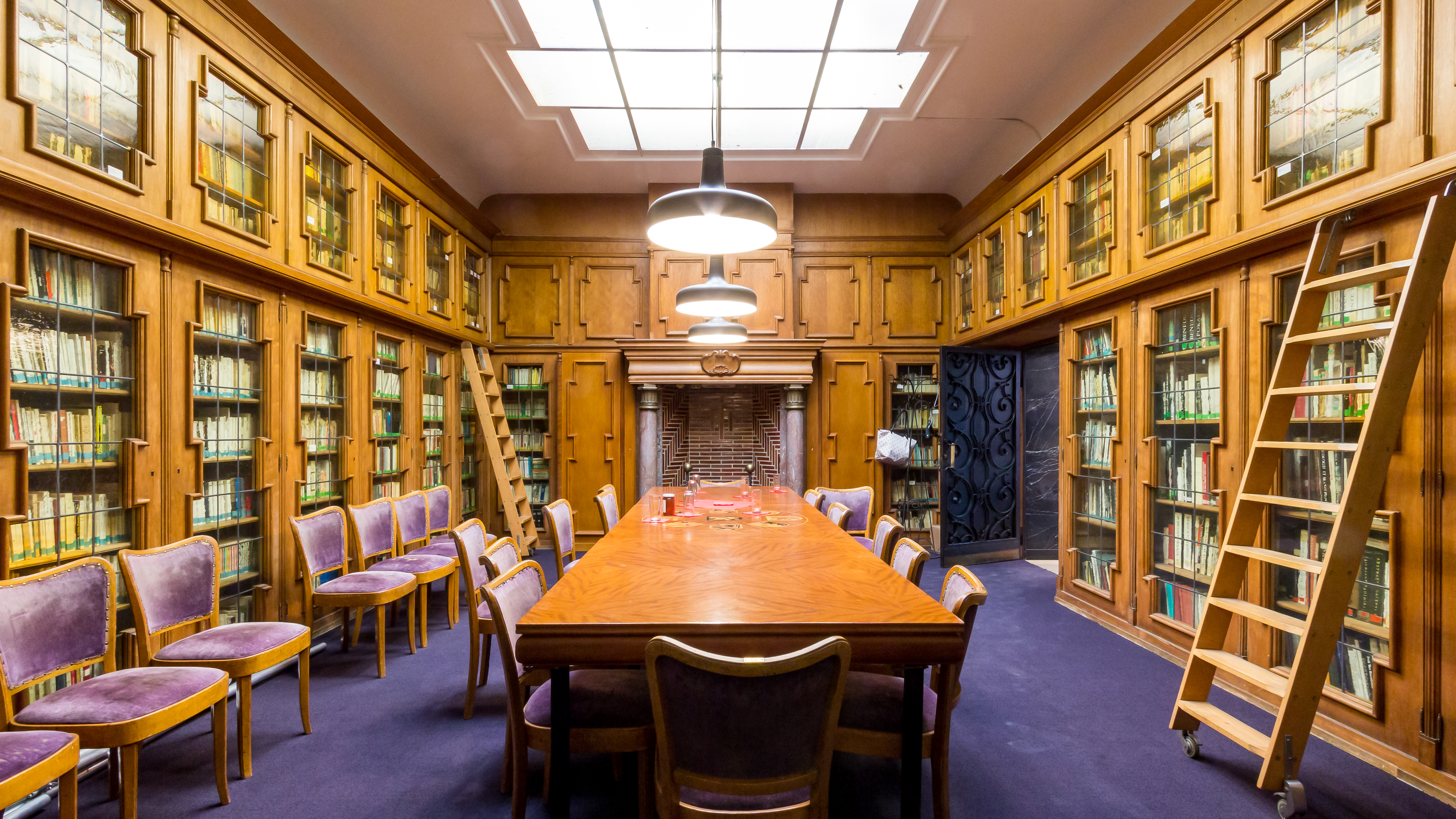 Datei:Belgisches Haus Köln - Bibliothek im Erdgeschoss-9963.jpg ...