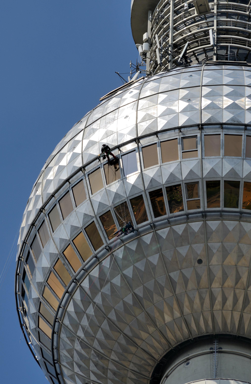 Dateiberlin Berliner Fernsehturm Fensterreinigungjpg Wikipedia