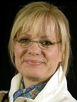 head shot of Bonnie Hunt