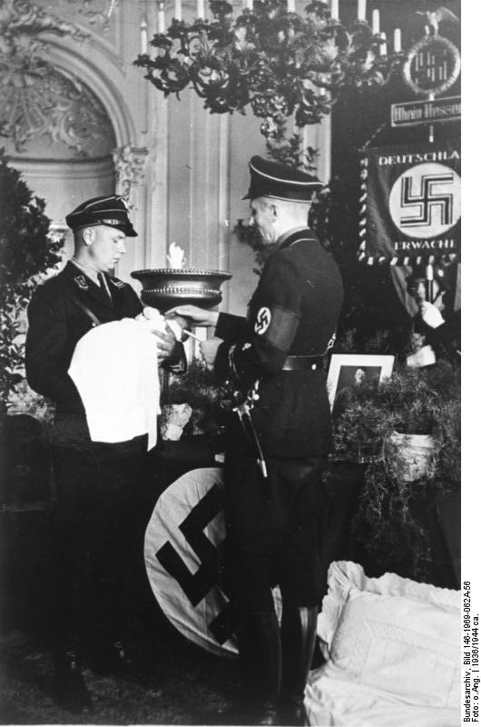 [Obrazek: Bundesarchiv_Bild_146-1969-062A-56,_%22V..._Taufe.jpg]